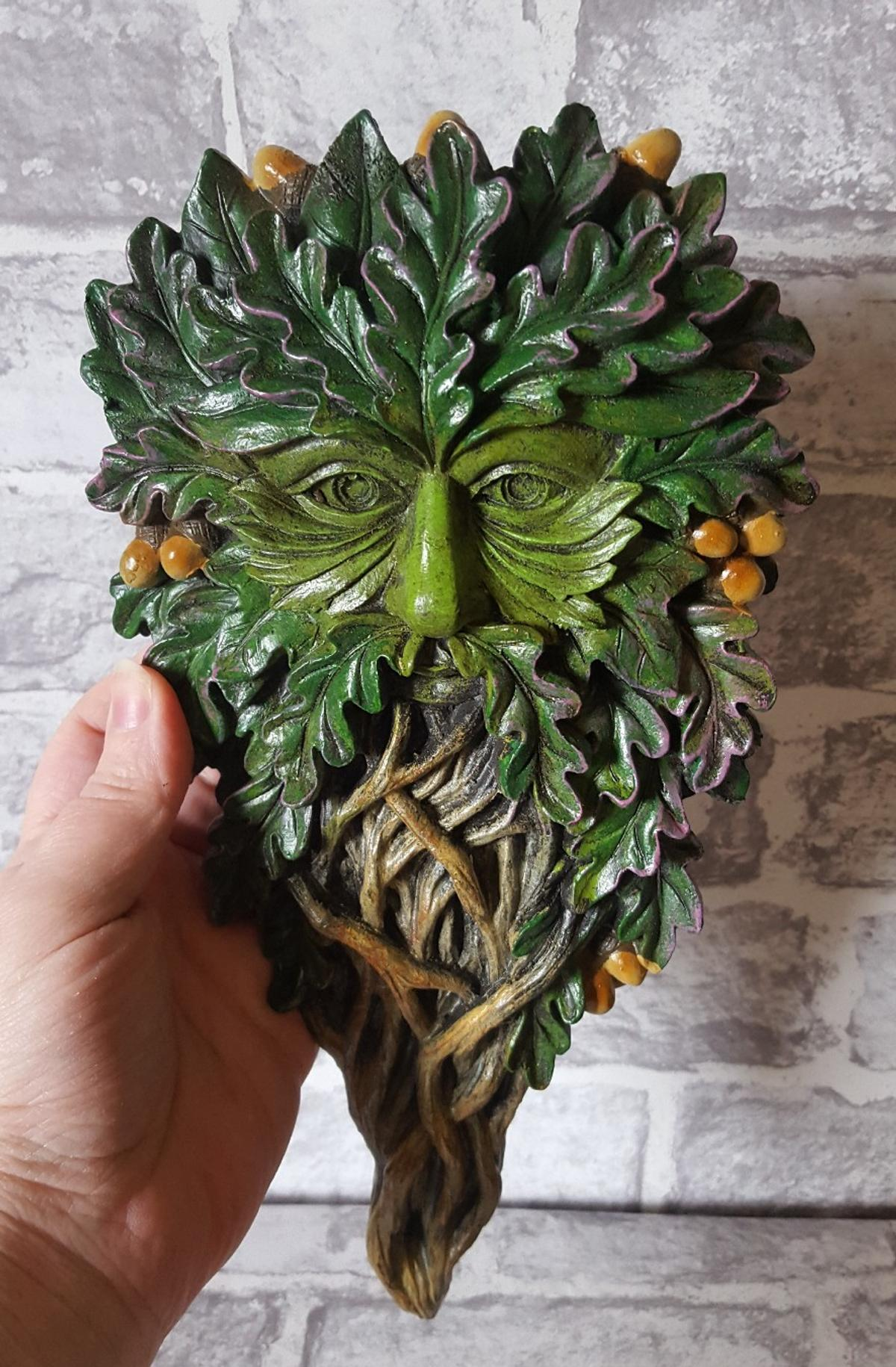 Beautifully crafted Tree Spirit Green man Wall Plaque 💚🌳🍃  Cast in the finest resin 🌱  Painstakingly hand-painted 💚  Size 29cm  £11 Collection (B37) £14 Includes UK p&p  BRAND NEW IN BOX NO OFFERS WILL NOT KEEP ON HOLD