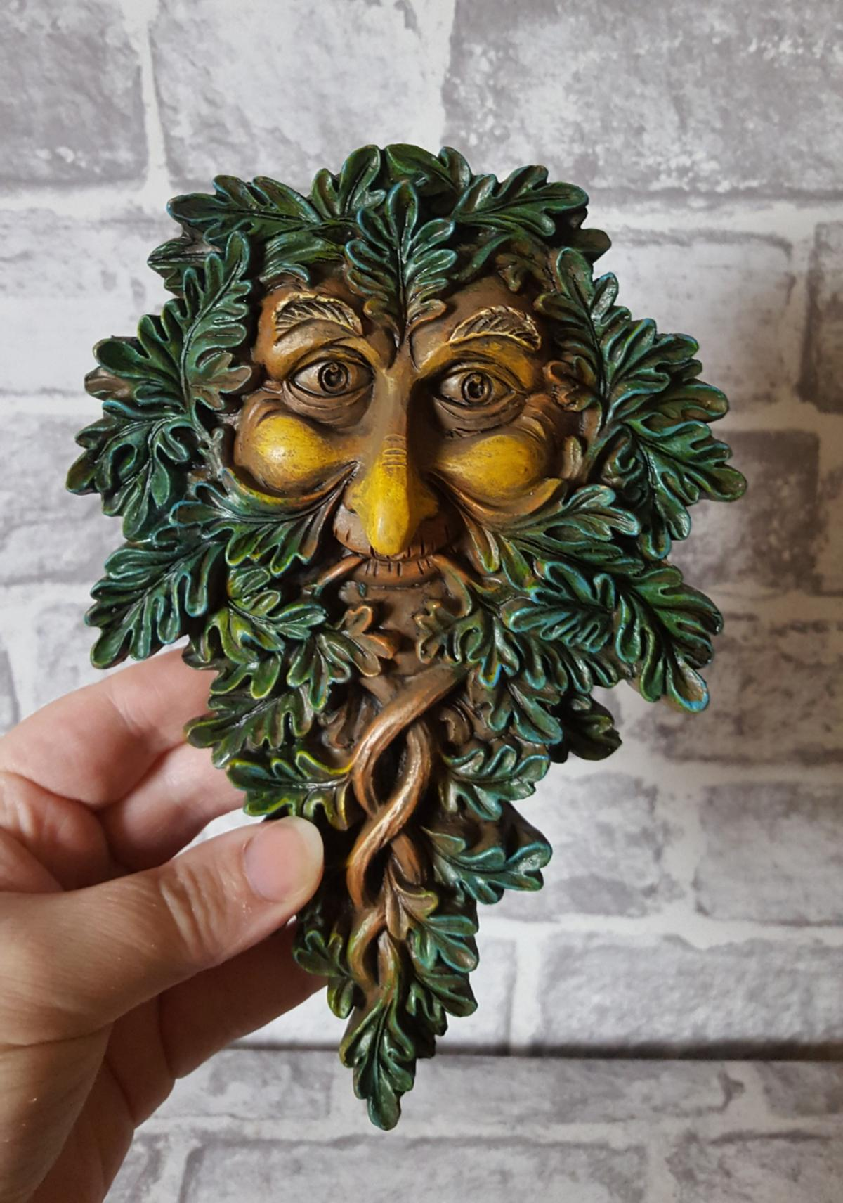 Beautifully crafted Tree Spirit Green man Wall Plaque 🌳🍃🌱  Painstakingly hand-painted 🌳  Size 19.5cm  £11 Collection (B37) £14 Includes UK p&p  BRAND NEW IN BOX WILL NOT KEEP ON HOLD NO OFFERS