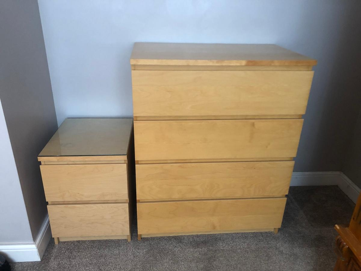 2 bedside tables and a set of draws.