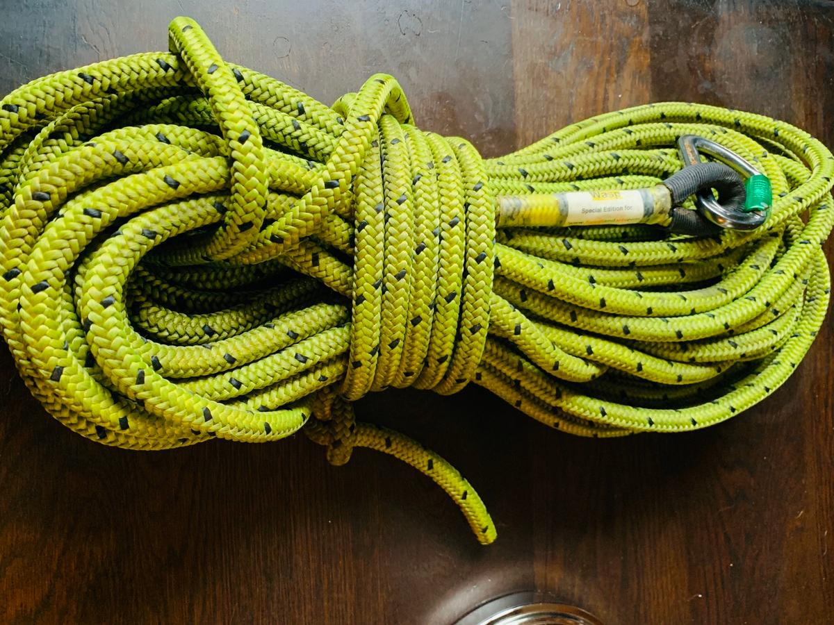 Marlow Gecko single eye splice tree climbing rope. I use a rocker & this rope is too thick therefore the sale. Only been used 3 or 4 times. Can post for extra fee.