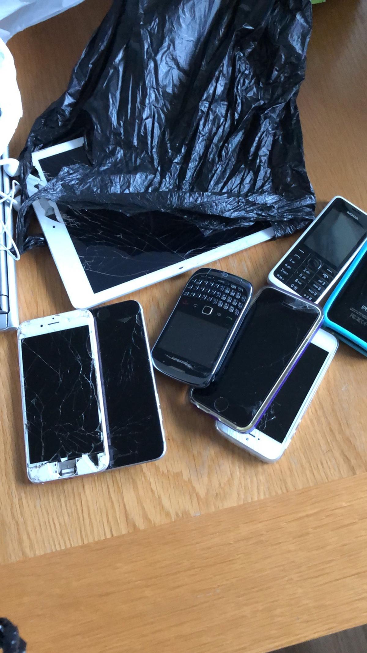 Bag full of phones iPhones with crack screens A blackberry need charger Nokia need charger Quick sale the lot £20