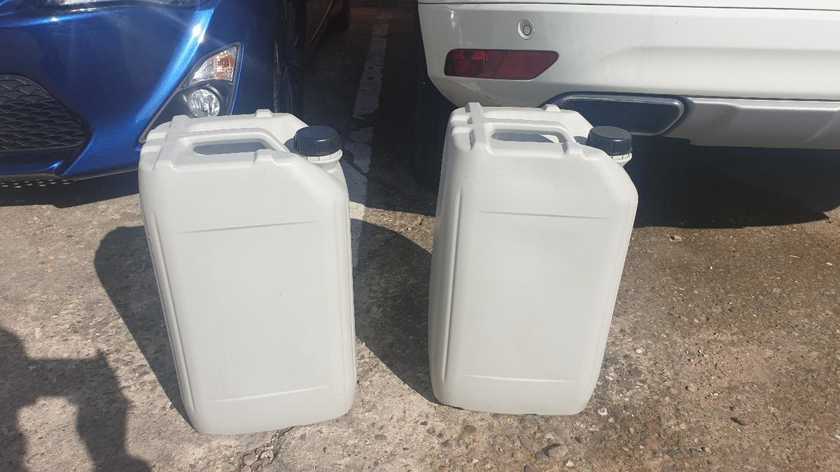 2x 20l plastic drum /container ideal for storage, please note they are outside si do expect signs of storage, £3 each or 2 for £5, collection from walsall, or Birmingham but need to message me first if collecting from Birmingham. any questions feel free to ask