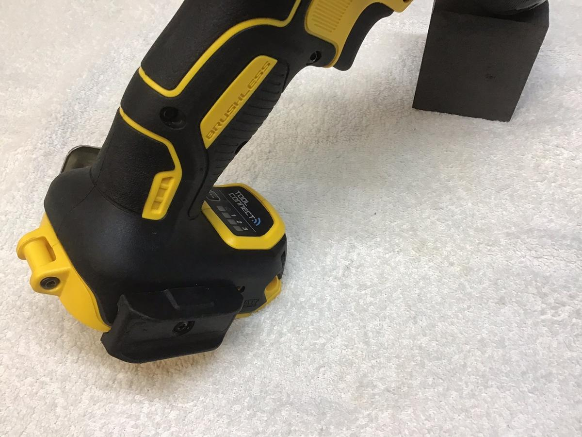 For sale is a mint 18v brushless hammer drill works perfect very little ware 2 speed setting, connects to dewalt app to have full control over the unit. Questions welcome postage available please ask, ALL OFFERS WILL BE IGNORED!!!!postage available please ask.