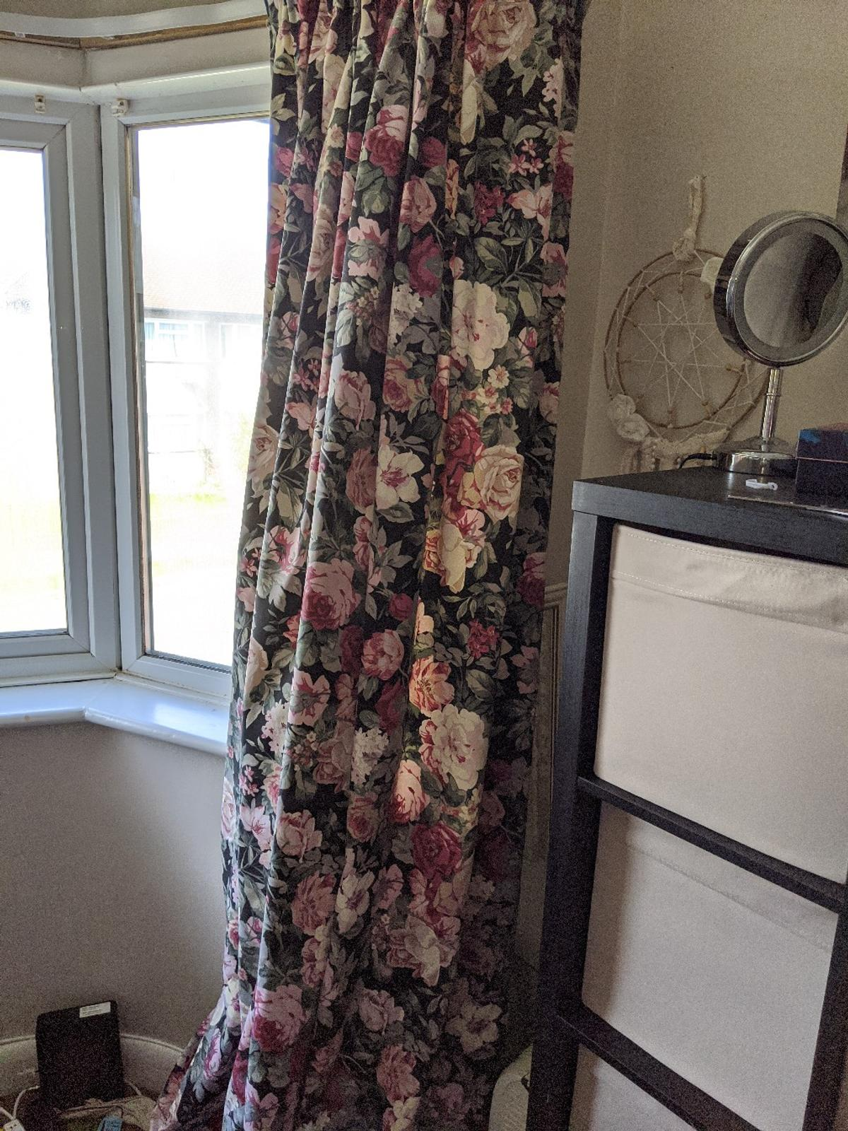 90x90 pencil pleat . stunning curtains in fantastic condition . from Dunelms dorma range  fully lined . paided over £140
