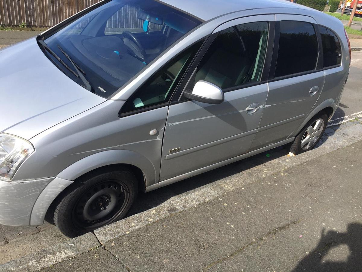 Vauxhall meriva Automatic Okay condition but there's a problem it keeps flashing a f on the dash board mot only done 9 weeks ago I don't have a clue what's wrong with the car. Selling no offers please Read less