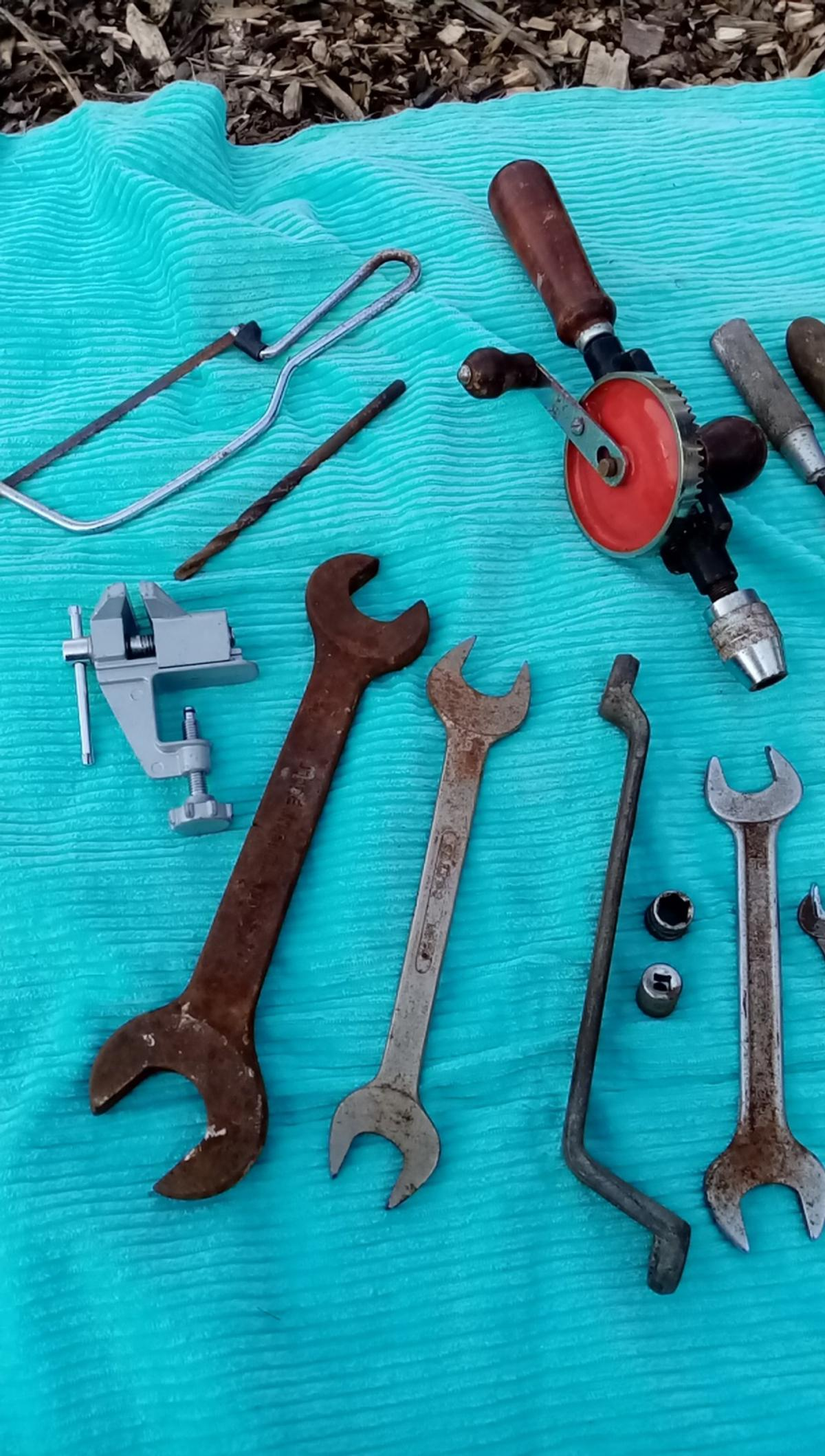 Spanners, screw drivers, clamp, saws in used condition from smoke free and pet free home bargain £5 must be collected within 3 days of purchasing the item