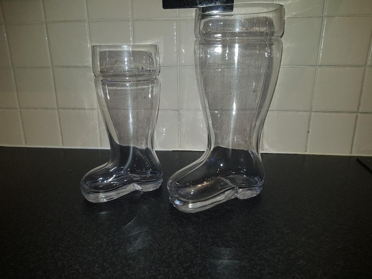 2 vases shaped as boots