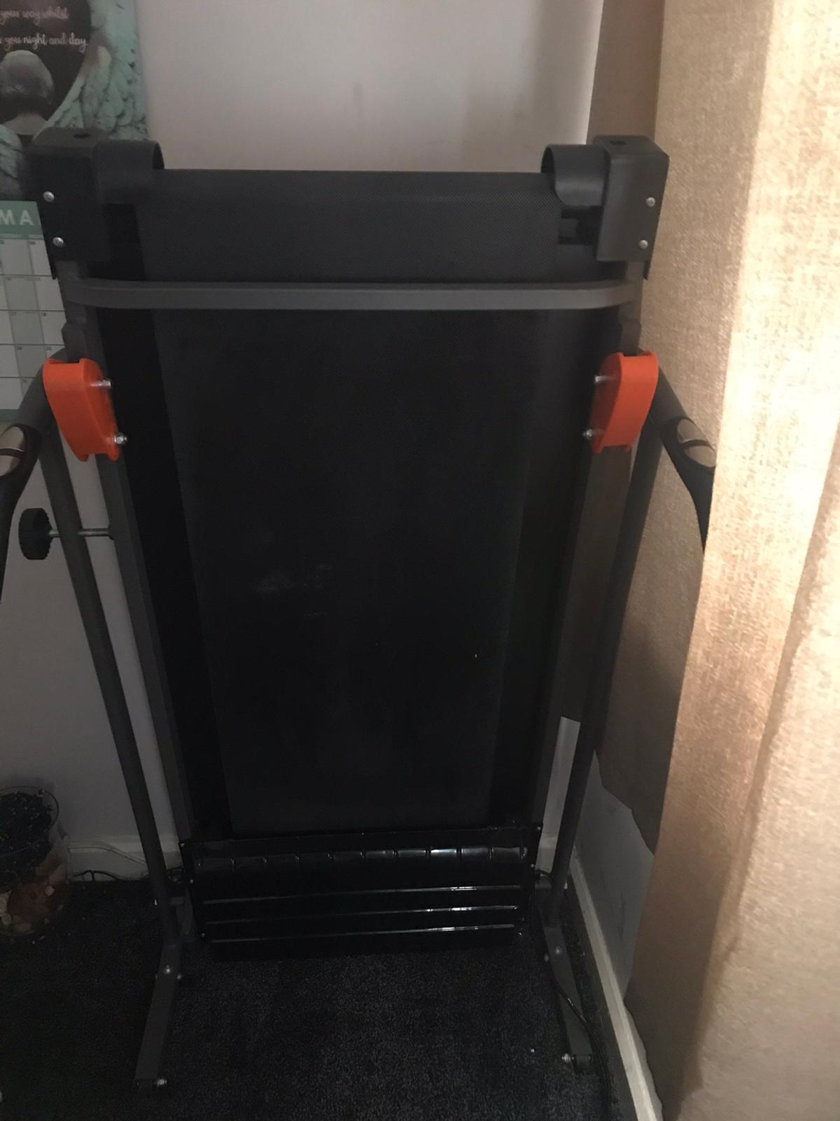 V fit Perfect working condition Folds for easy storage Electric running machine