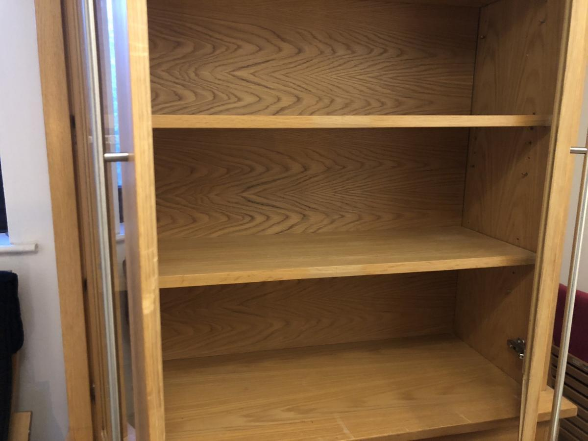 Oak display unit in great condition. Need to go asap due to home moving. Buyer to collect