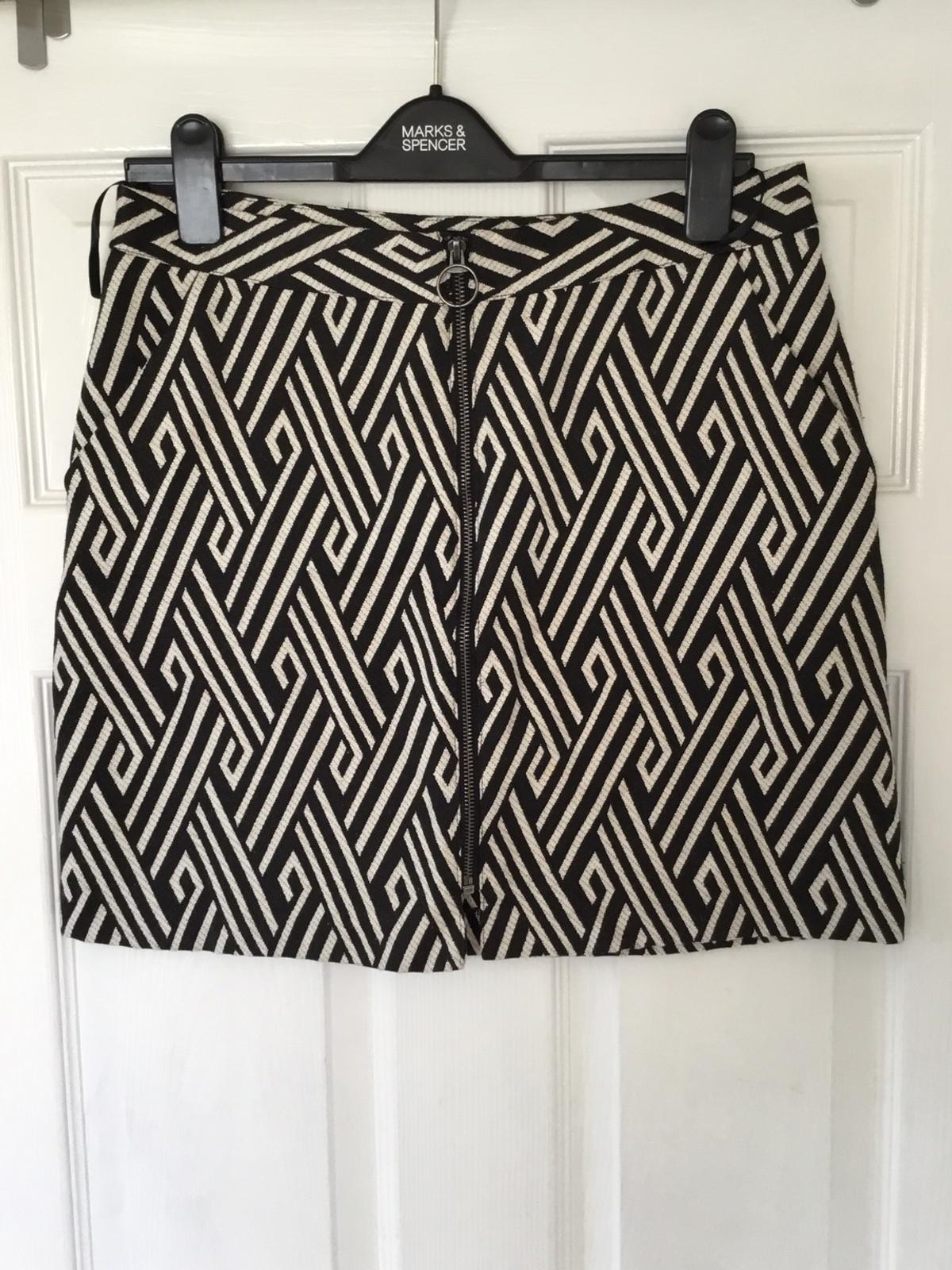 Short skirt size 12 brilliant condition