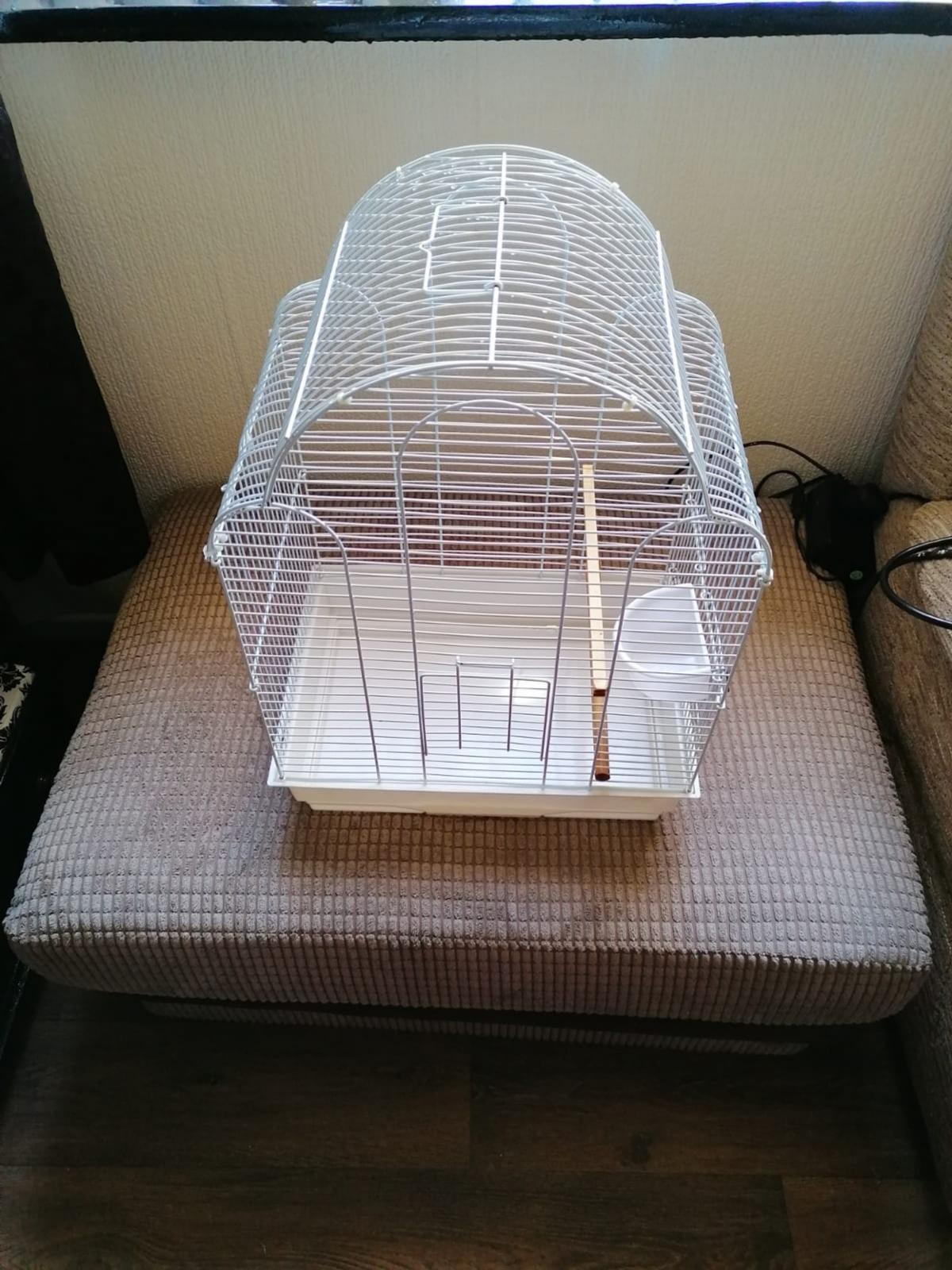selling for my sister bird cage in good condition collection only from stourbridge dy8 area £15ovno