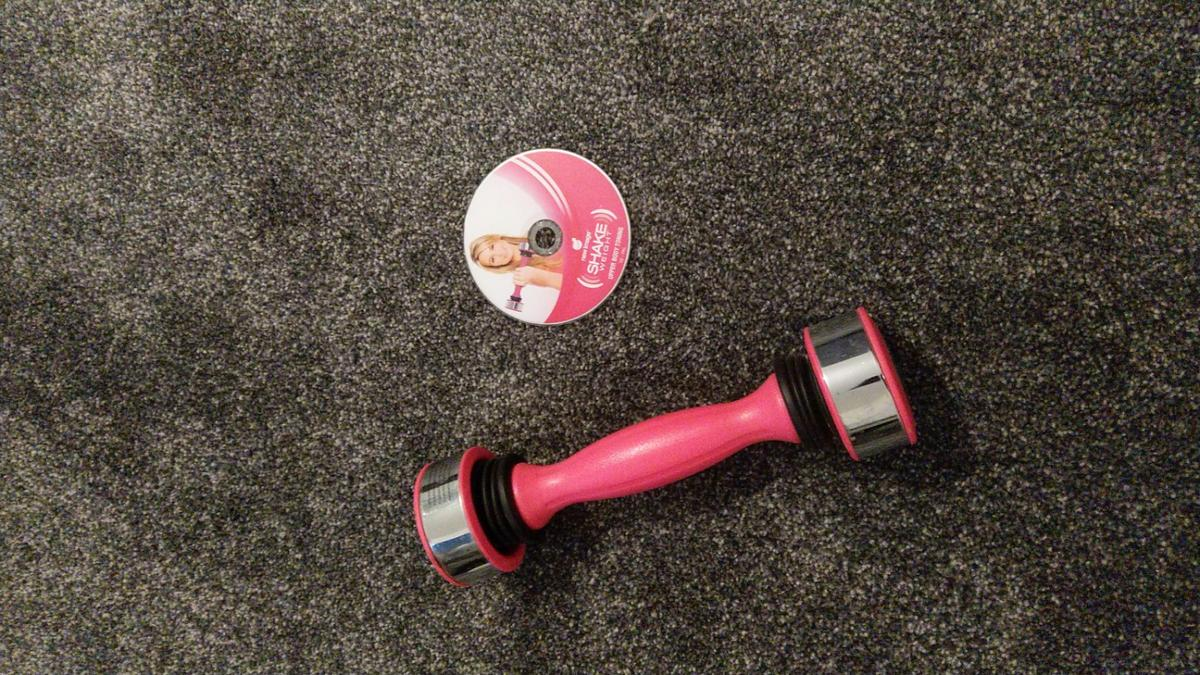 shake weight and dvd  excellent condition hardly used.  can do non contact collection if you can pay via PayPal friends and family if you prefer,will be wiped over with anti-bac prior to collection. (Not self-isolating)