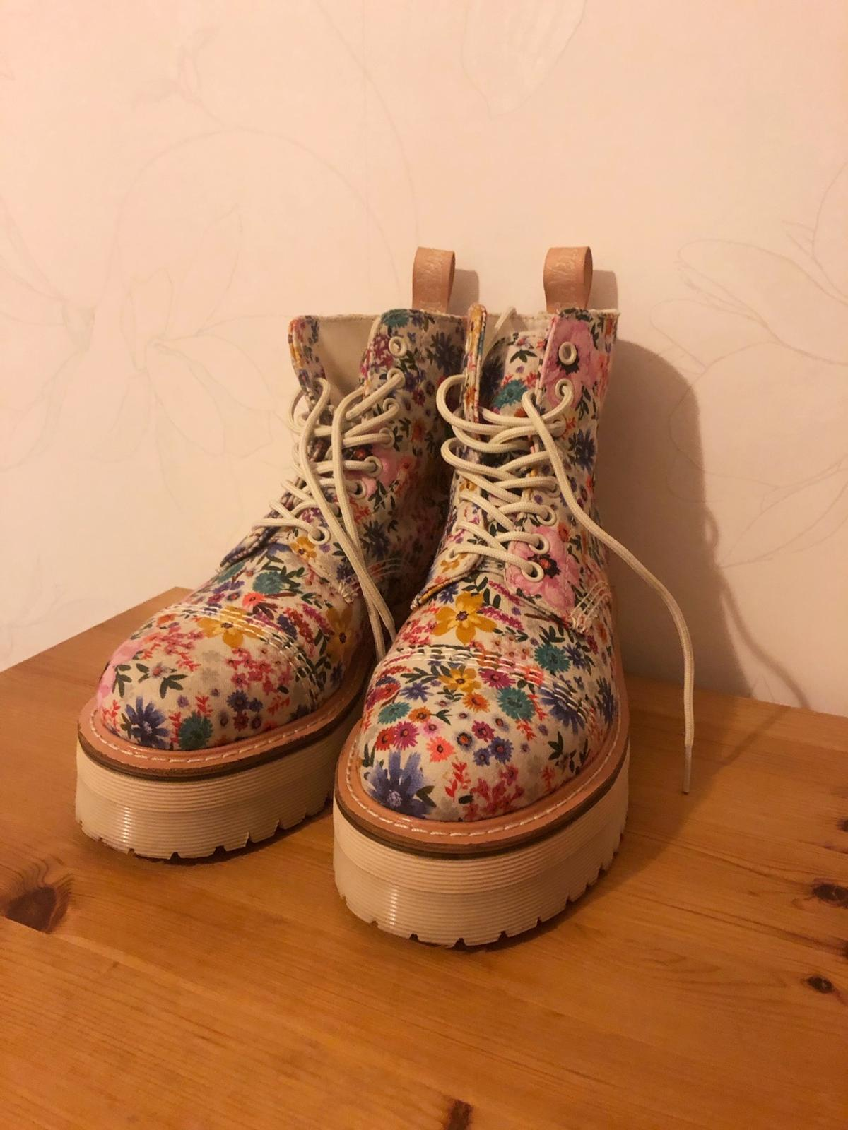 Size 38. They are never used (don't have the package left tho).