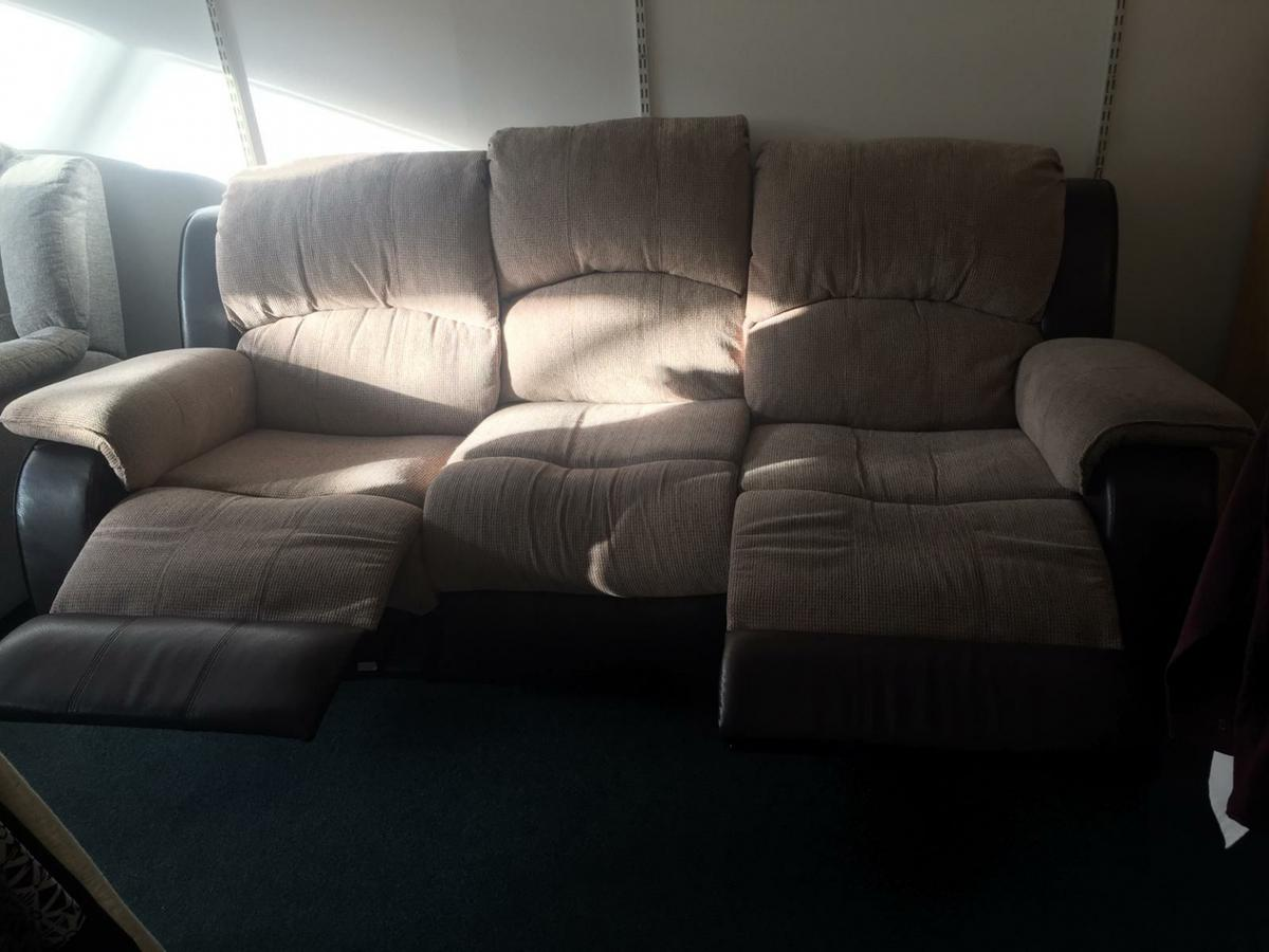I am selling a 3 seater reclining sofa in excellent condition, very comfy. A super bargain at £80 Viewing is welcomed First to see will buy