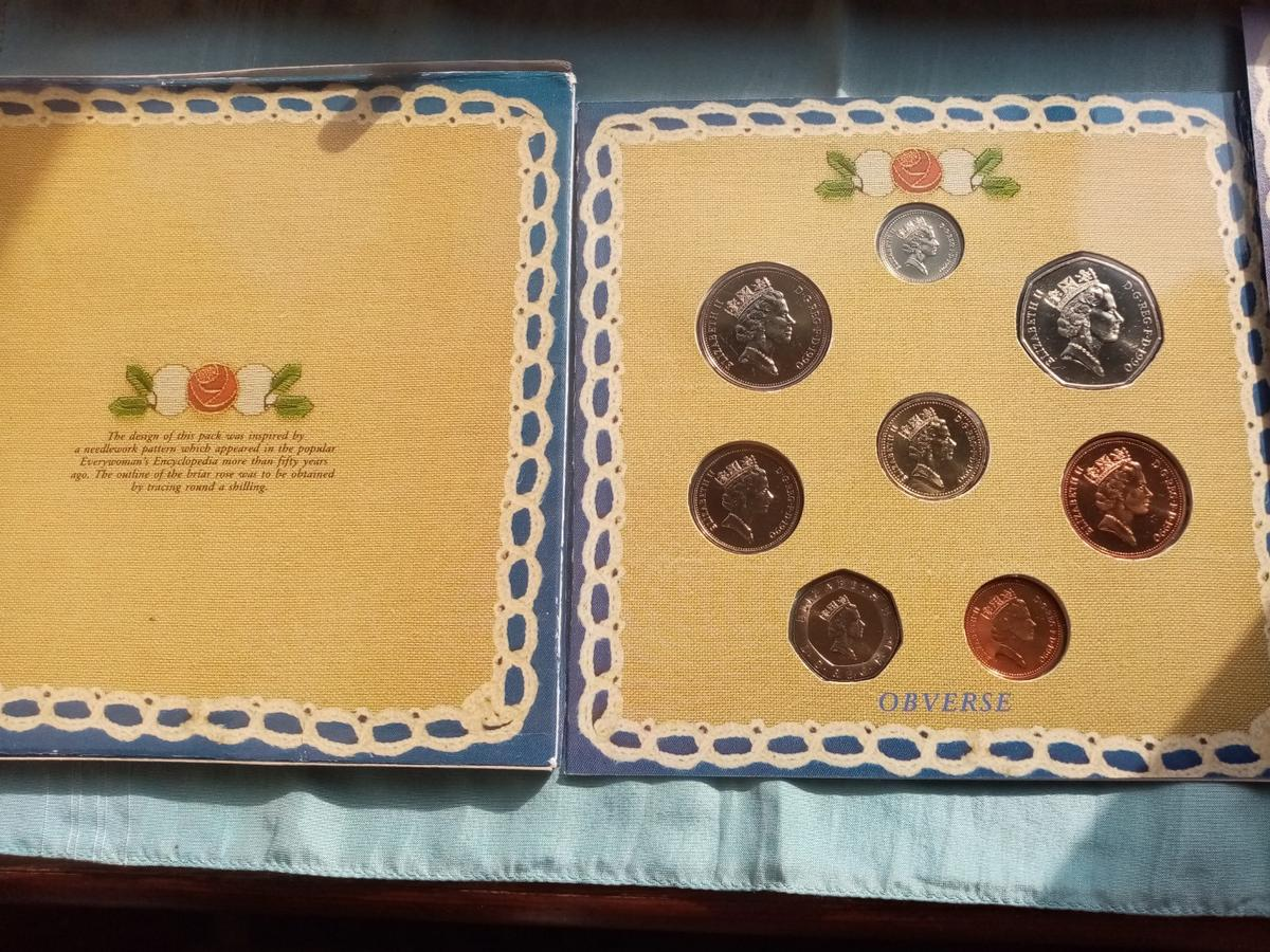 A beautiful unc royal mint 1990 coin collection in sealed packaging in brilliant uncirculated condition and never been out the packaging. Postage will be added at £2 and its first class signed for.