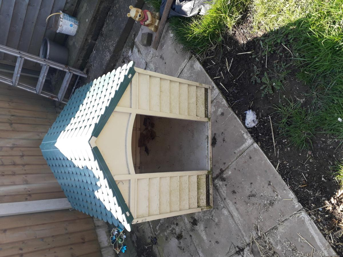 Plastic out doors dog house must be collected from hucknall