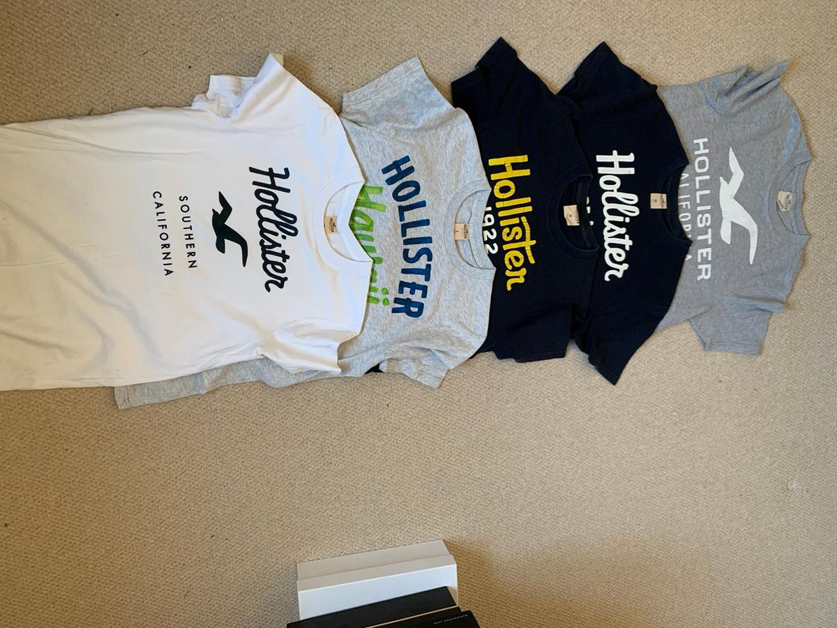 5 x Hollister T-Shirts.  4 x men's UK medium 1 x men's UK large  Collection or can post 2nd class.