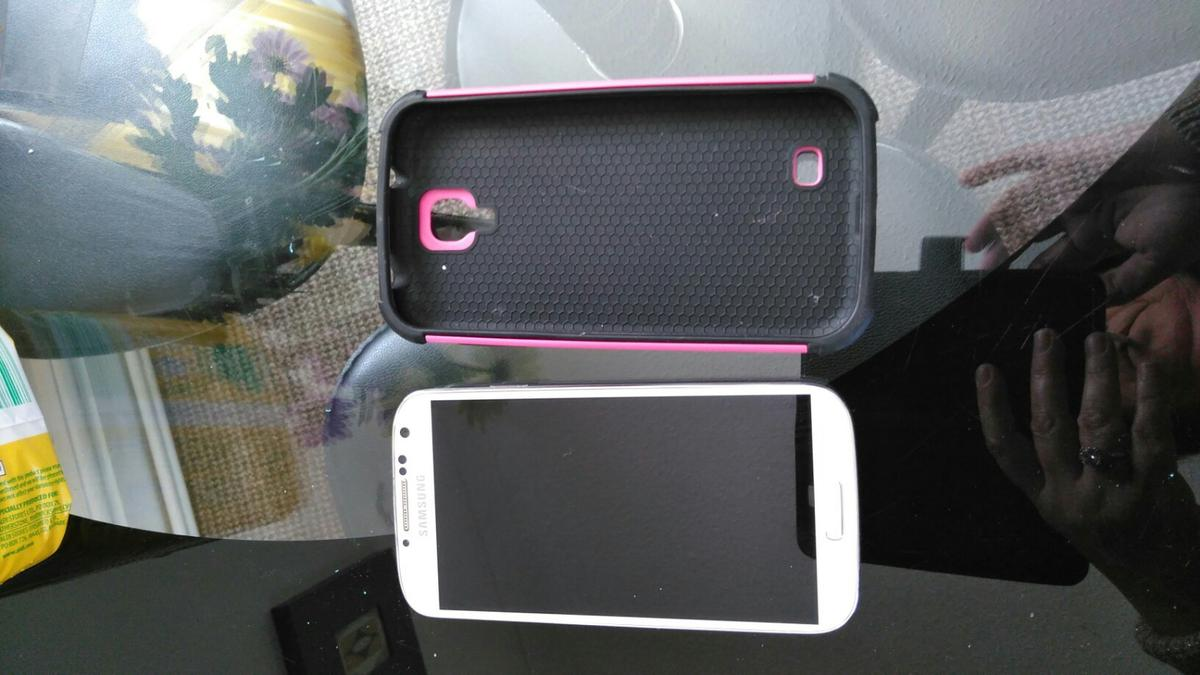 no longer needed back of phone cover has a crack can buy on eBay cheap doesn't affect use in good condition screen ect has pink and black case open to any network.