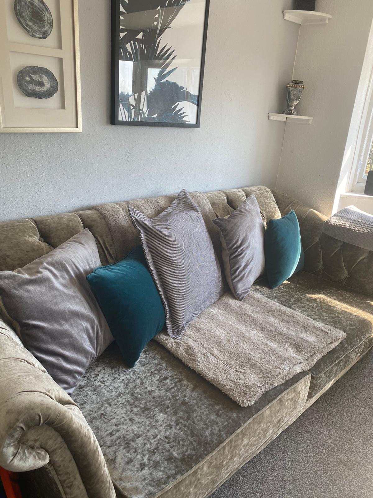Luxury sofa set in mint condition, still brand new only selling because They are too big for my living room, price is negotiable