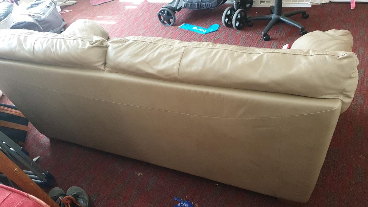 Leather 3 seater sofa Very good condition and confirtable. Seeling because moving house. Collection only