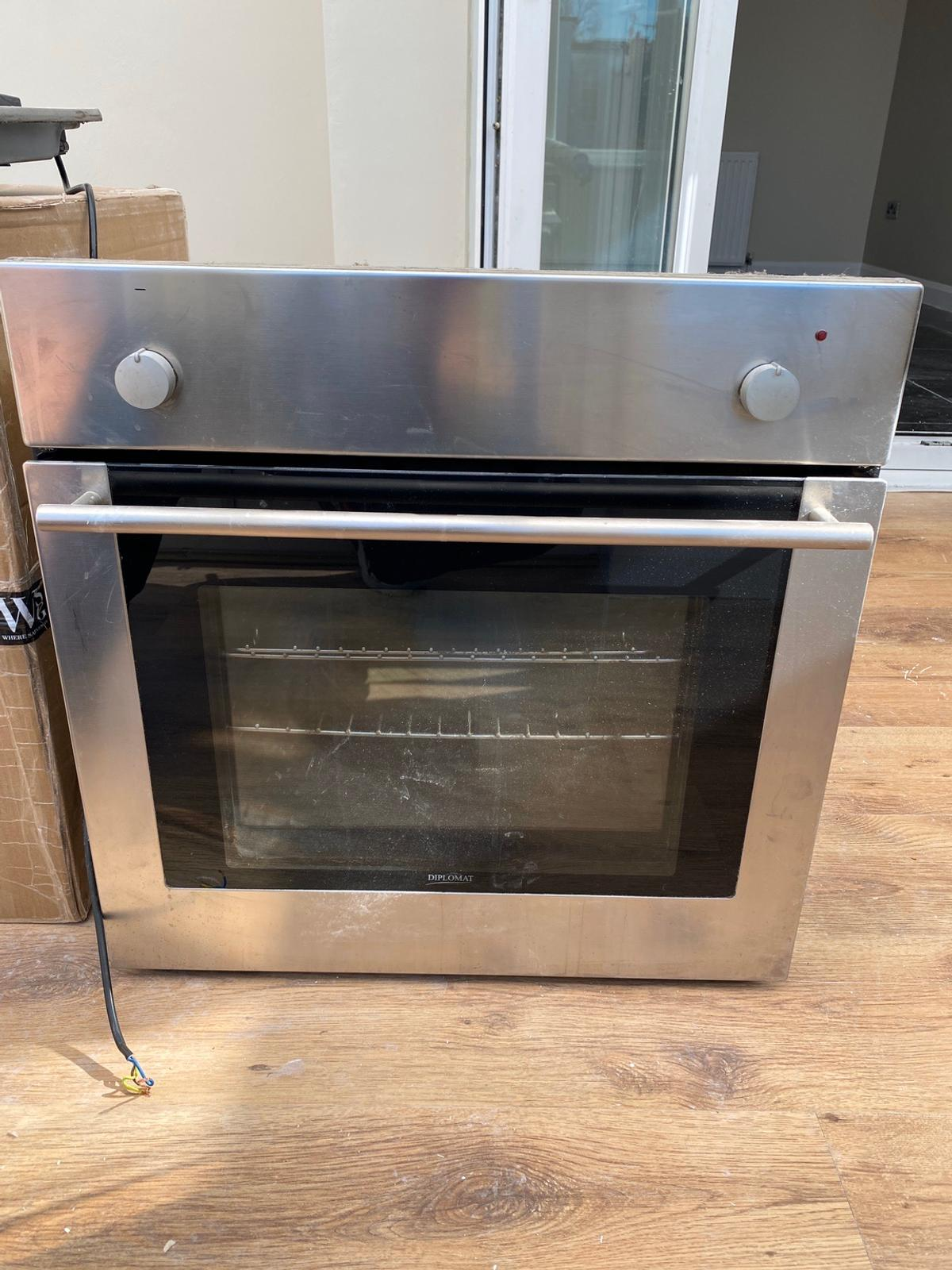 Diplomat cooker and gas hob. Good condition. All working.  Any questions please ask
