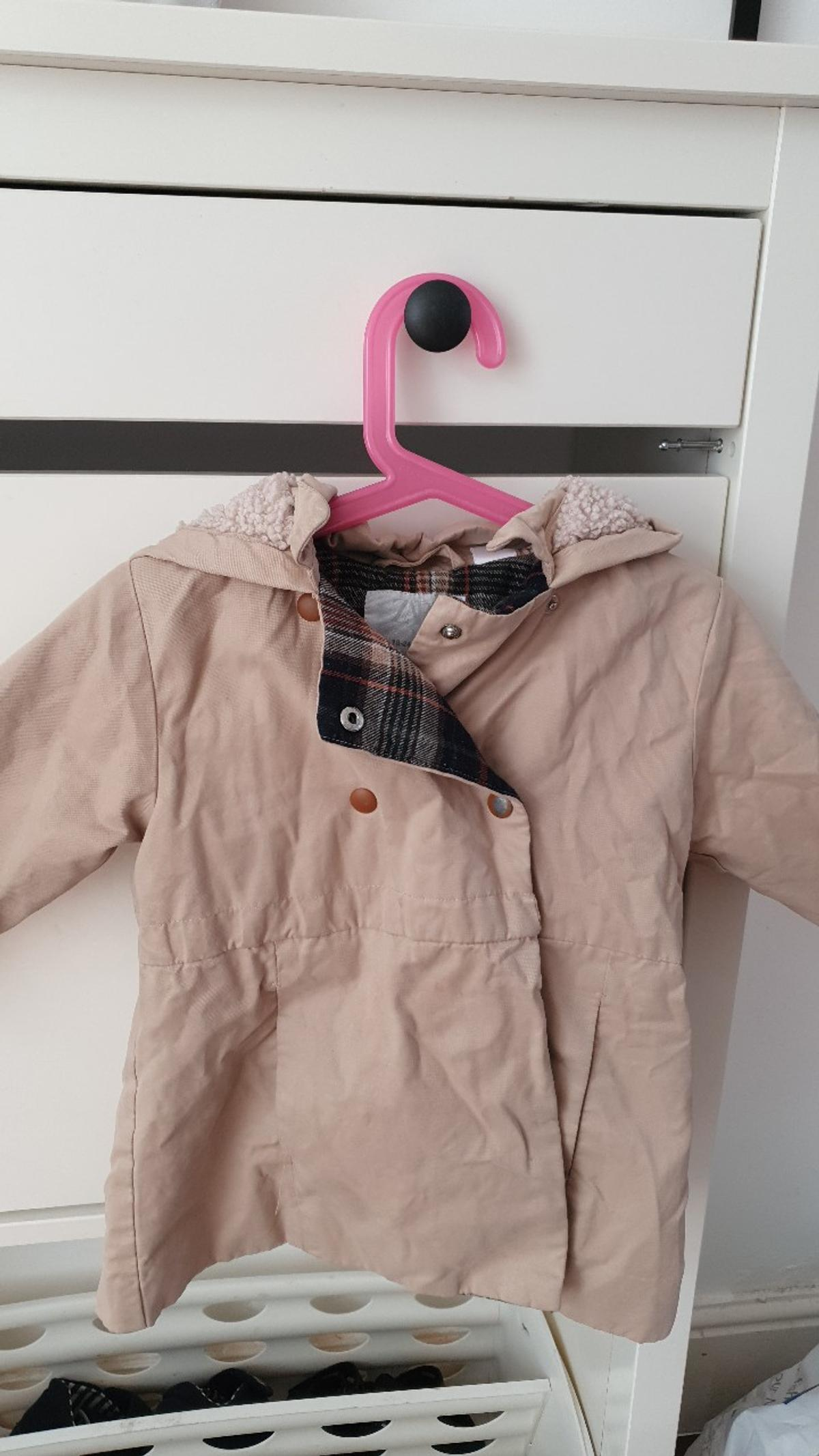 zara girls trench coat some slight wear to the buttons as the coat has been washed a few times however the actual coat is in great condition perfect weight for spring, smoke free home