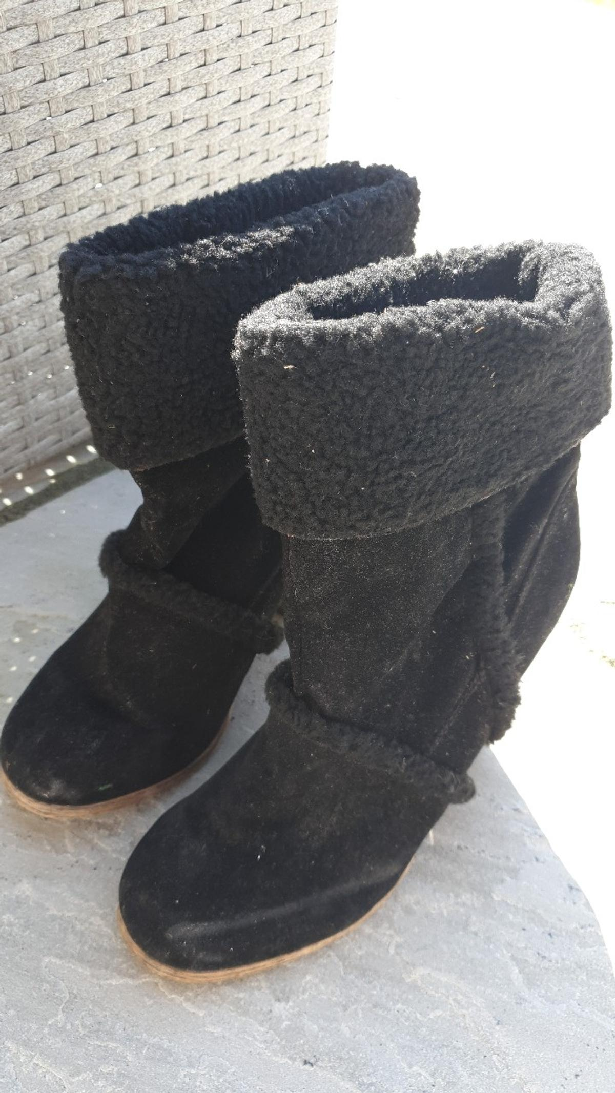 ladies boots size 6.5 uk in good condition comes from pet/smoke free home.