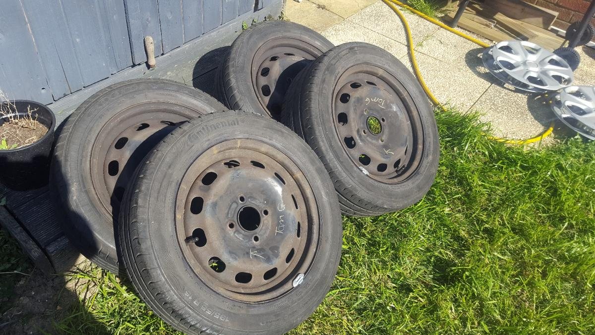 these are a set of four 4 stud ford 15inch steel wheels newly balanced too with 4 very good tyres, two are contis and two are goodyears 195.55.15. will come with ford wheel trims . collection only with cash please from ockendon rm15 5ep. they were off a ford fiesta but will fit focus, puma and ka. any four studd ford thanks tom