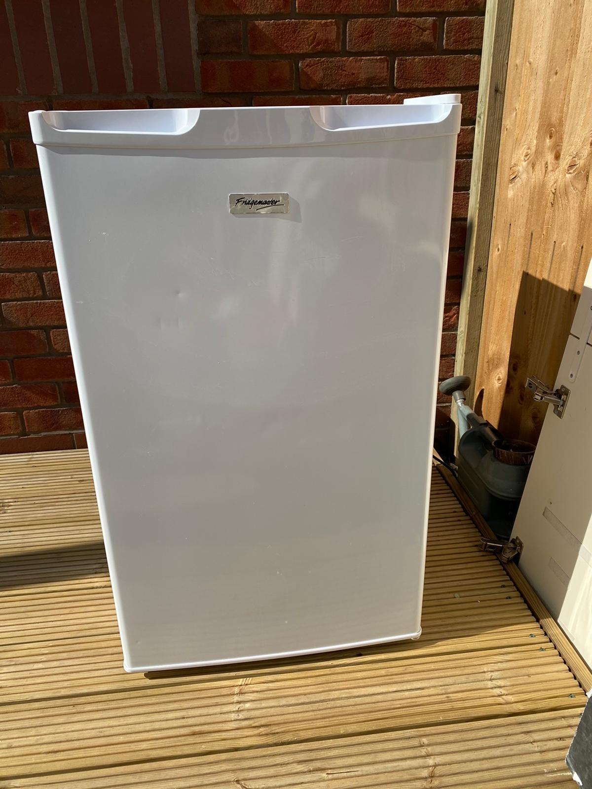 Fridge 550x 550 x 850 h Freezer 500 x 500 x 850 h Both in good condition and working order £50 each Can sell seperately New kitchen forces sale