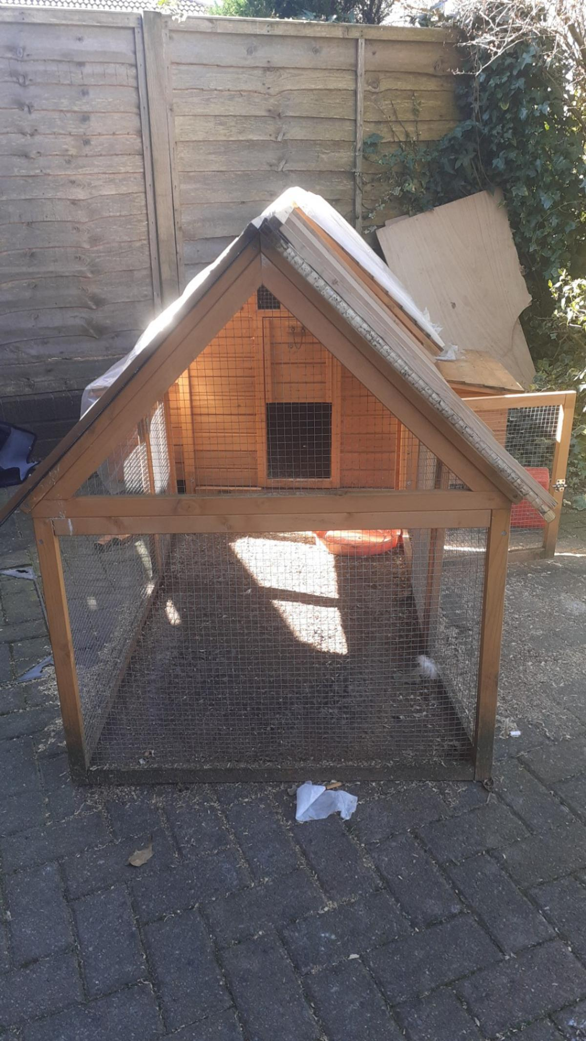 chicken coop and run. can hold 6 chickens. multiple big bags of sawdust and food. collection only M24! £140ovno
