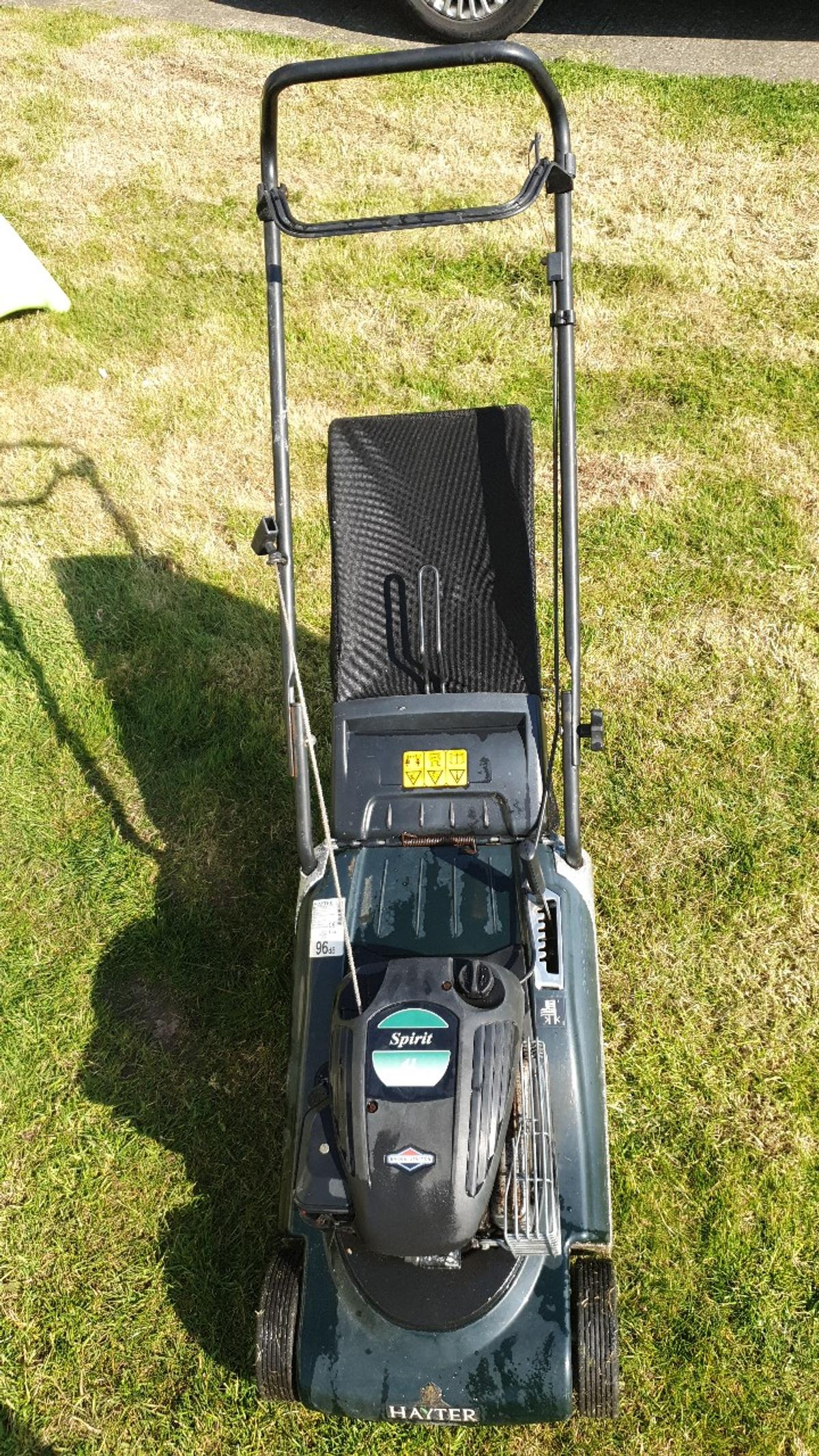 Spirit 41 Lawnmower. starts but cuts out after a while. Needs a good service.