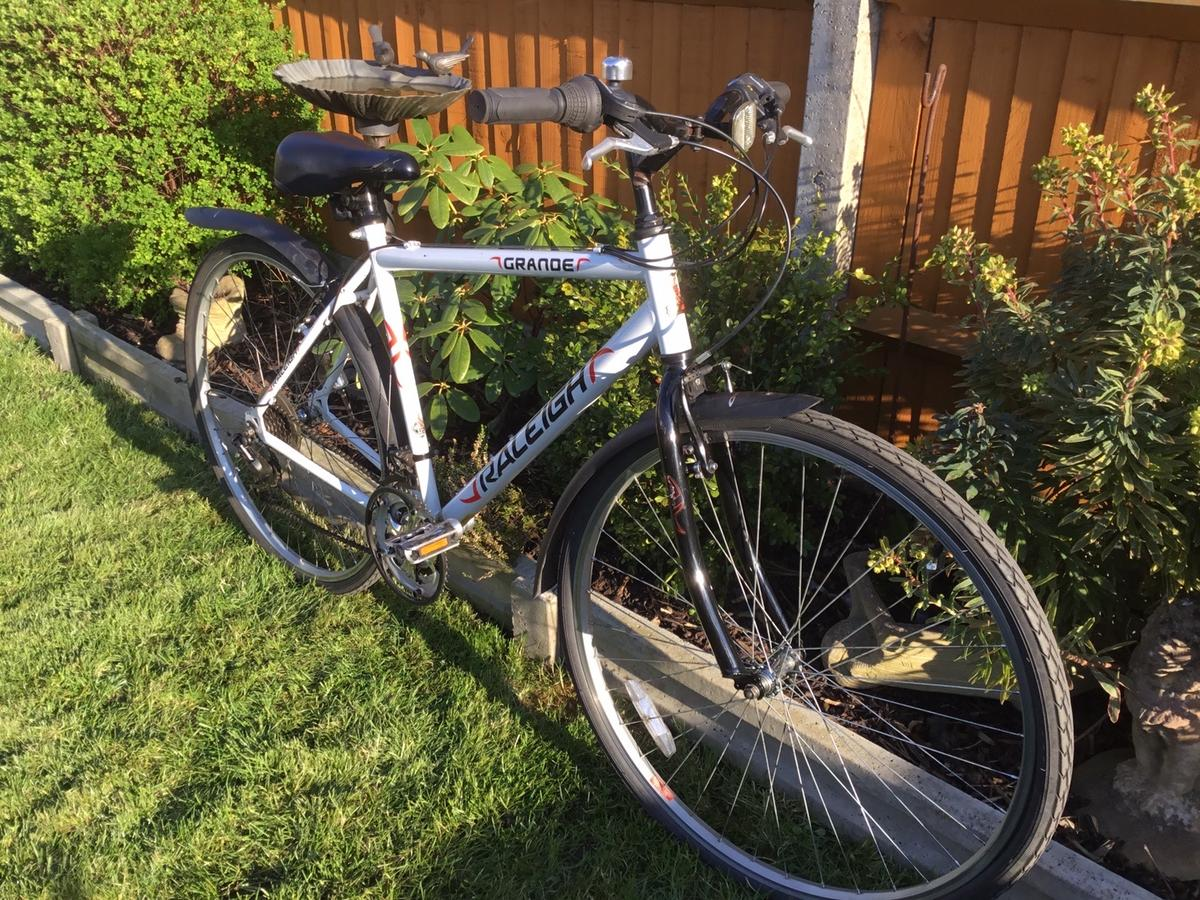 """This bike has 700 wheels and has 18 gears. This bike has been serviced and is ready to use.and it is in good working order. This bike has a 20"""" inch frame."""