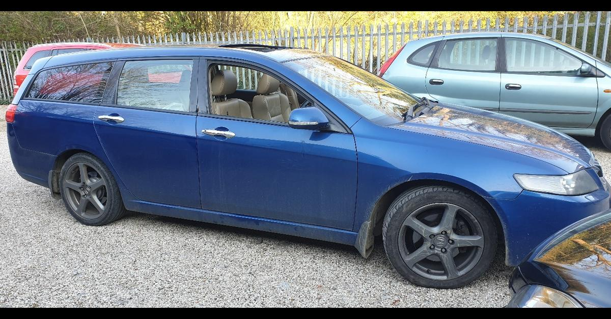 The car is like new has a story with a large 55 liter rack with limited stereo music 2.2 engine 140 the horse economy is fuel consumption is 6 on 100 for more information photos or to see it call on this phone 07543417533 tanks