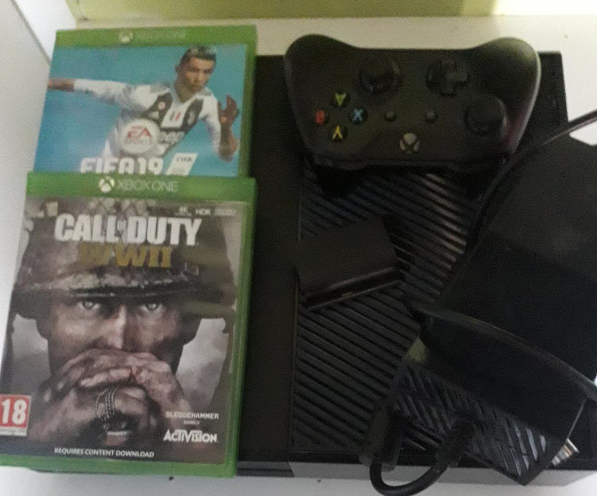 xbox one works had no problems with it just selling as not been in use. it comes with fifa 19 and call of Duty ww2 and also rechargeable battery. collection only