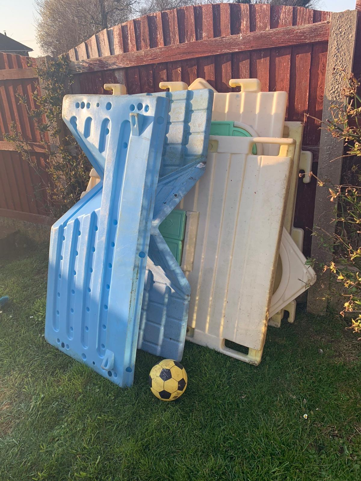 Still in good condition the doors as gone but don't stop use of it buyer collect