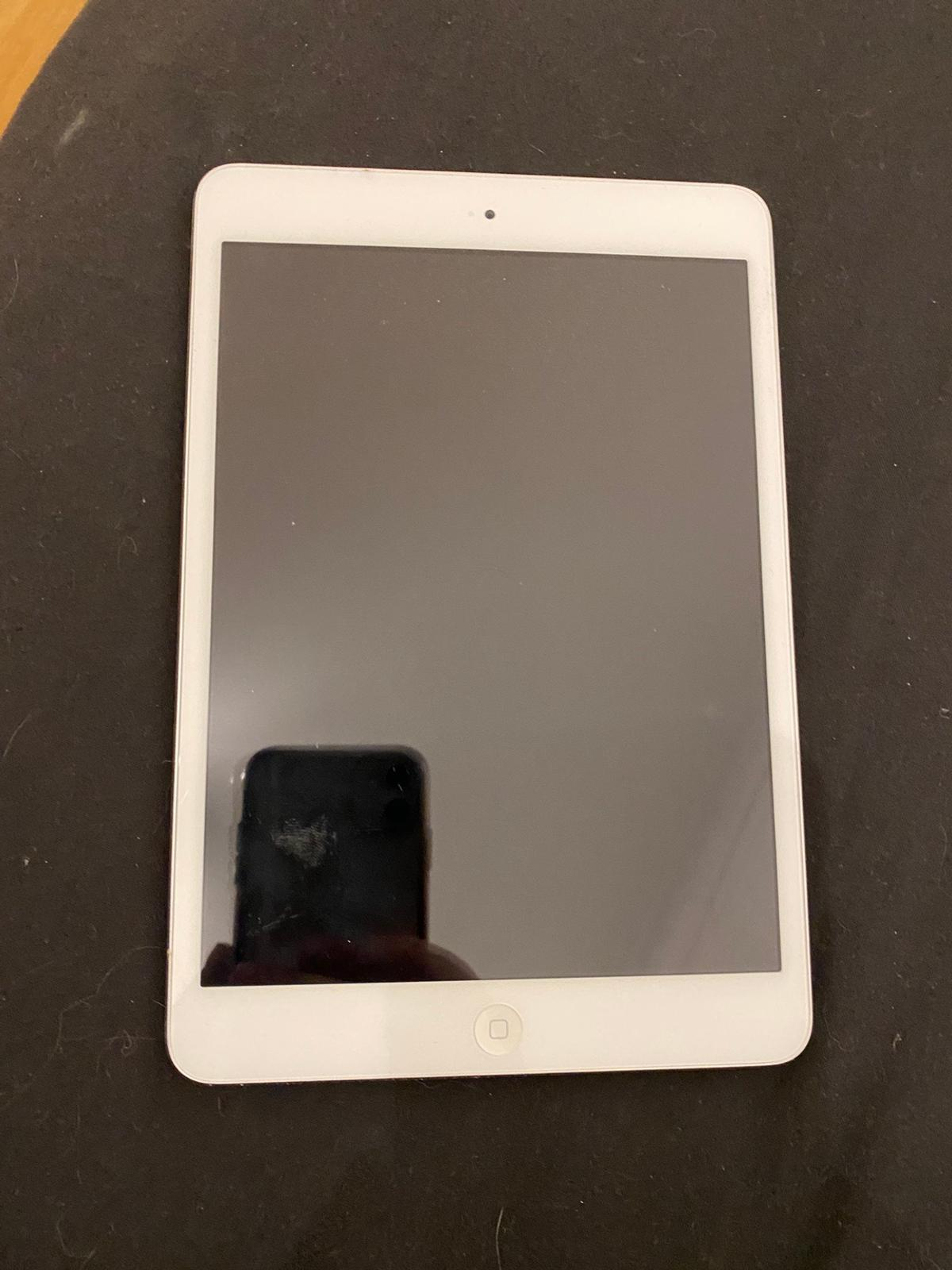 iPad Mini NOT WORKING hence price Silver Engraved