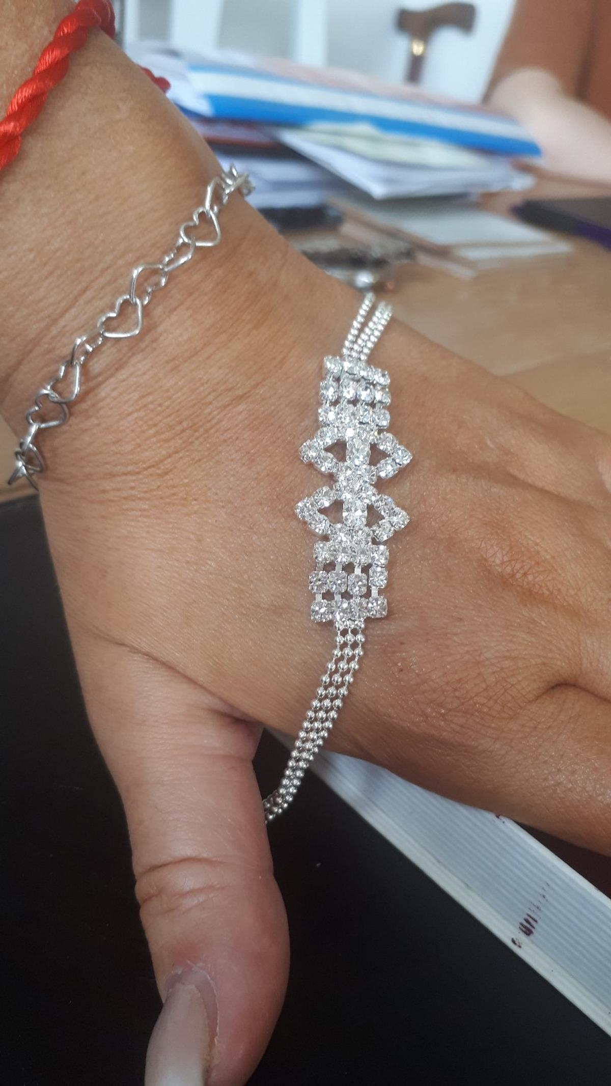 Brand new in box ladies sparkling crystal bracelet with secure clasp
