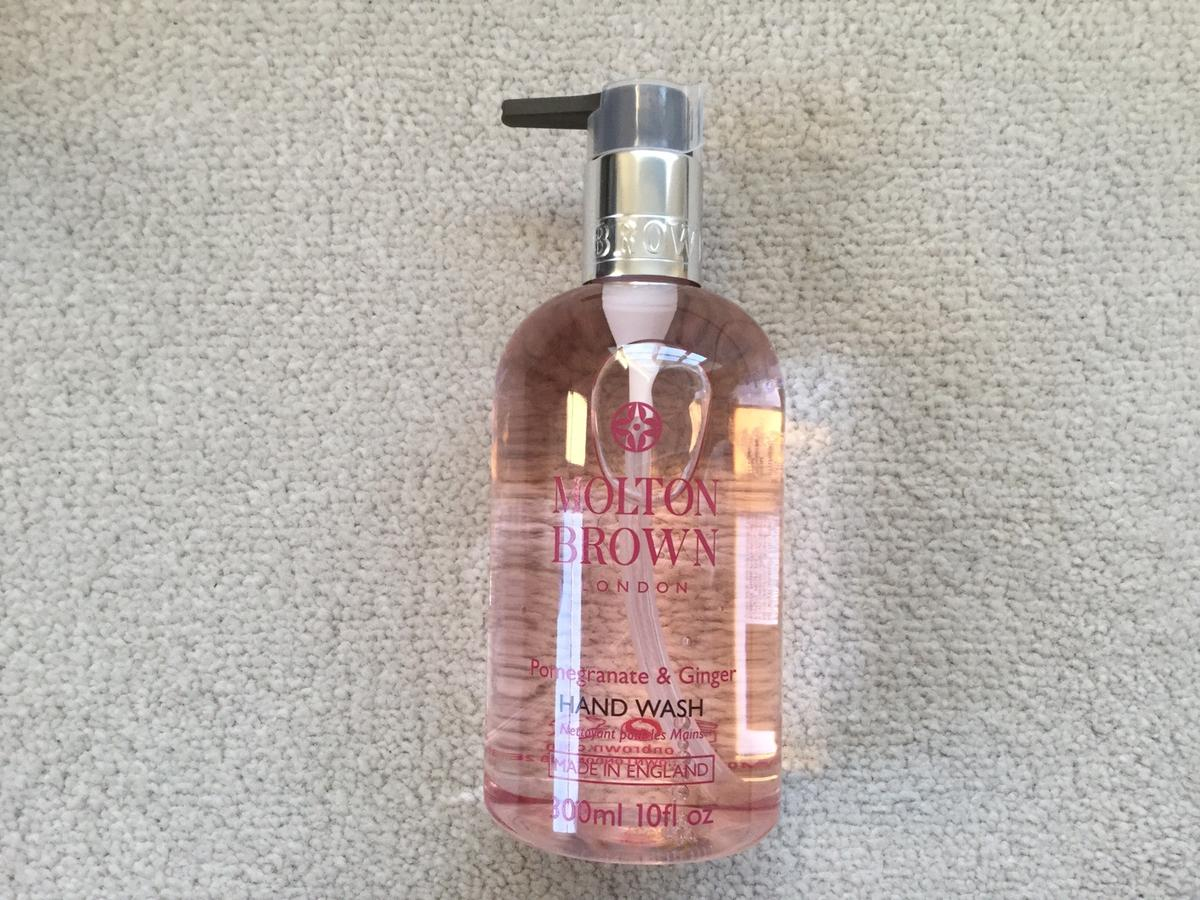 300ml.  Luxury hand wash with pomegranate fruit extract, fresh and spicy ginger oil and sweet cardamom oil. Shimmering. Heady. Exotic.  A top note of Ginger. A heart of Lily of the Valley. A base note of Vetiver.  Thank you for looking.