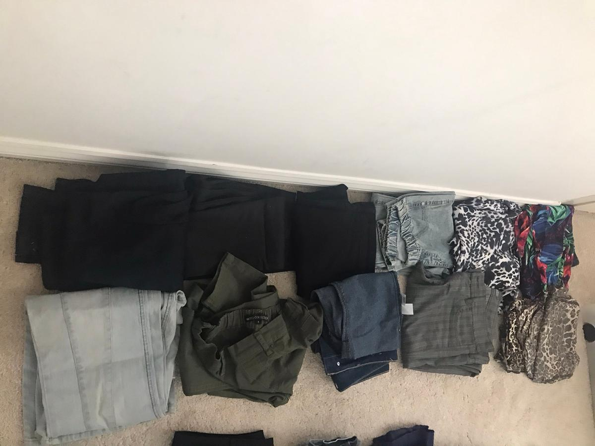 Plz read full description before msg! Best fit for skinny size 8 or ideal size 6 10 pairs of jeans & summer trousers/ jeggings/pants best fit for a size 6-8.brands include Zara/M&S/Dorothy Perkins/Pilot/Top Shop.6 are excellent condition 4 are worn handful times.4 printed summer light trousers & 6 stunning sexy jeans. 1bootcut rest are skinny jeans. Super trendy!ALL for just £2 each thats £20 for the bag.quick collection without going through bag for quick cheap sale.collection only.316 fivestar