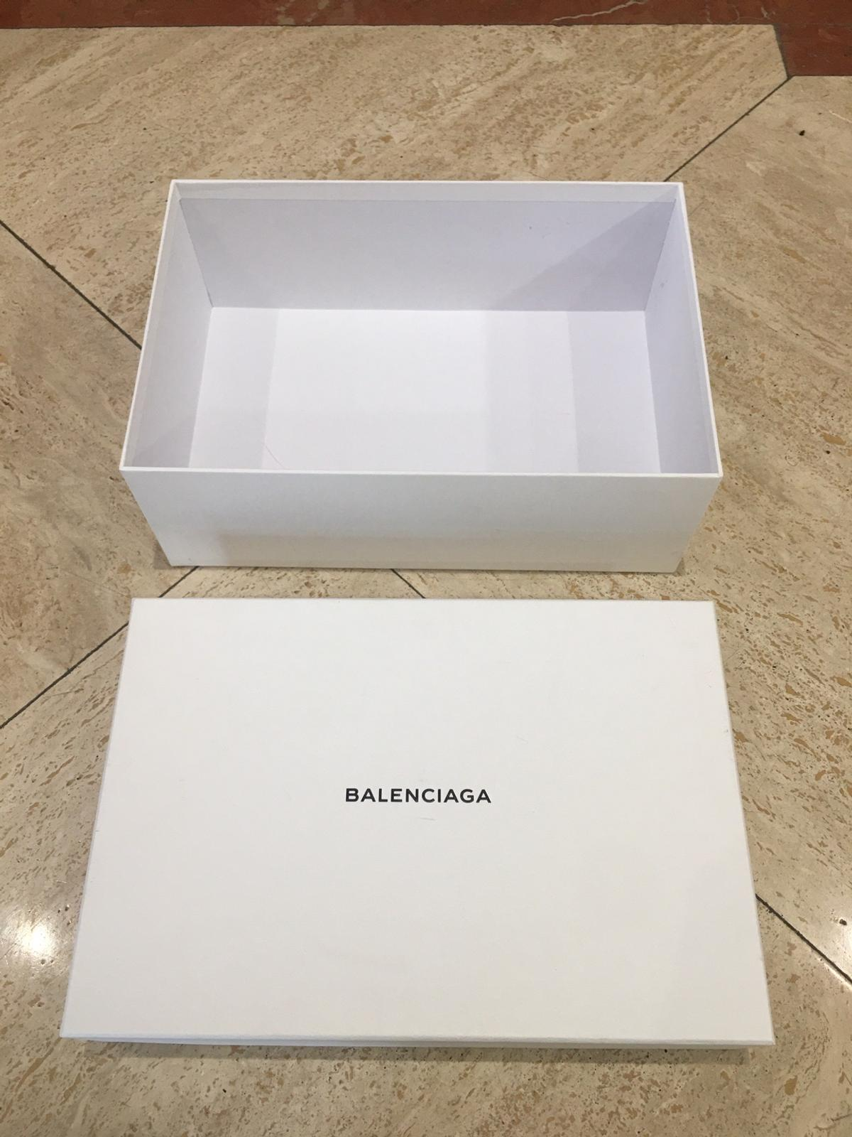 Balenciaga white box 37 x 25 x 13.5 cm Box very solid but with few marks No offer , hard to find