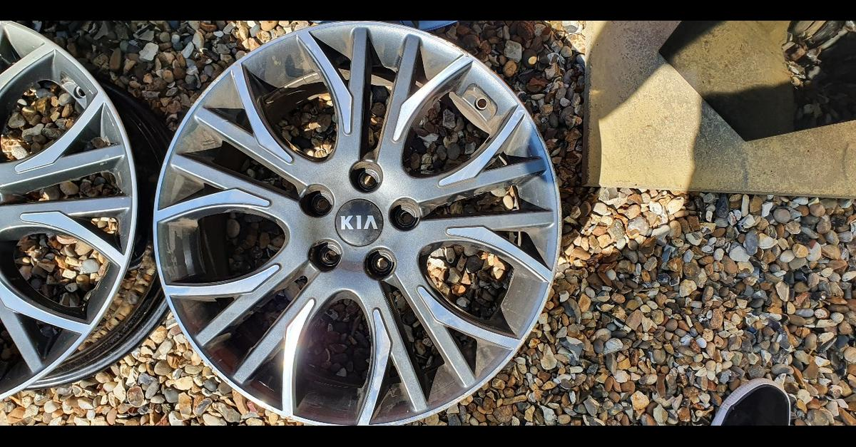 4 x alloy wheels come off a 2015 kia pro ceed gt 5x114.3 18inch wheels no tyres could do with a refurb but all straight no buckles  more pictures available on request