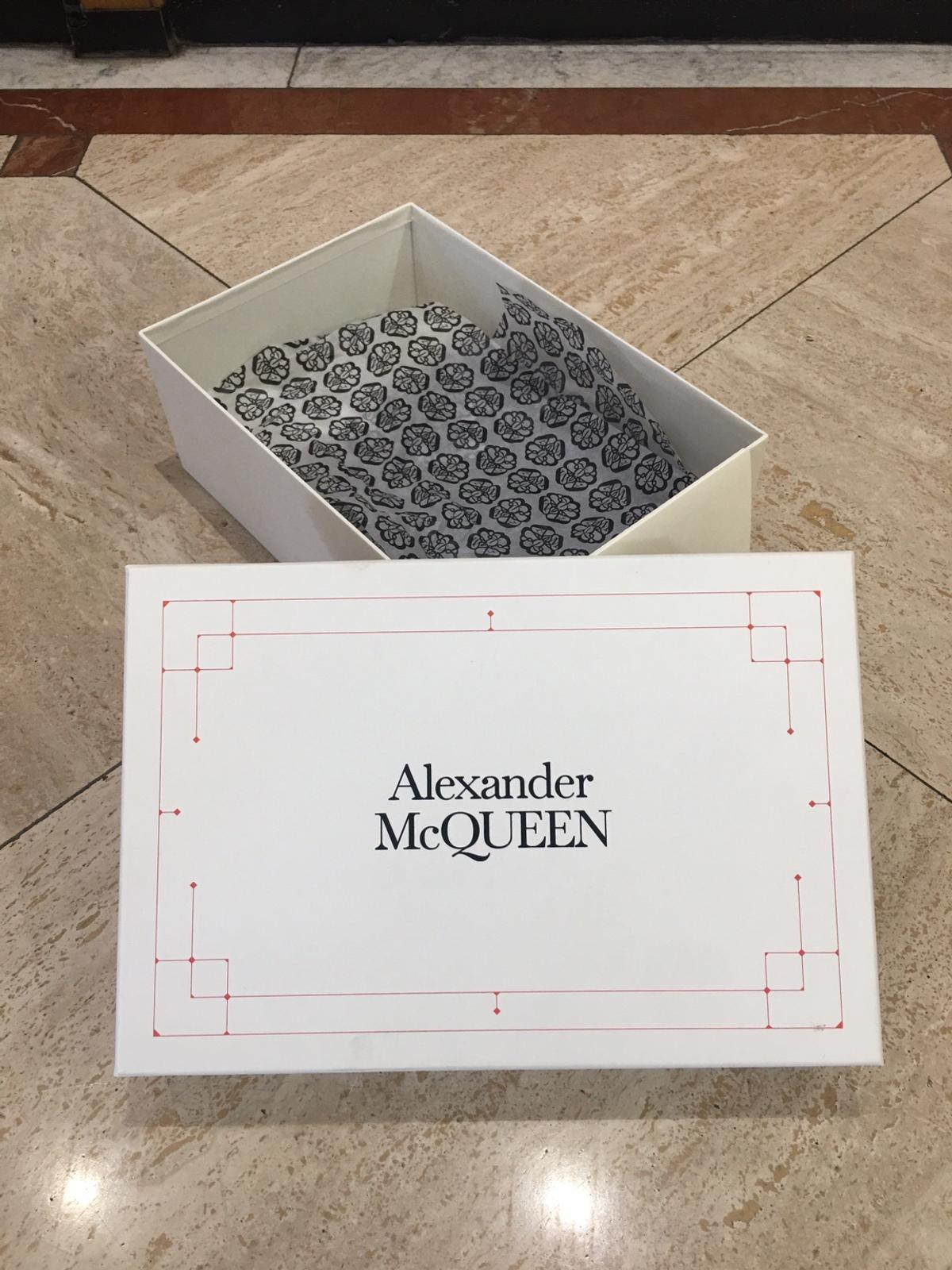 Alexander McQueen shoe box with few marks But box in excellent condition Size 37 x 25 x 14 cm
