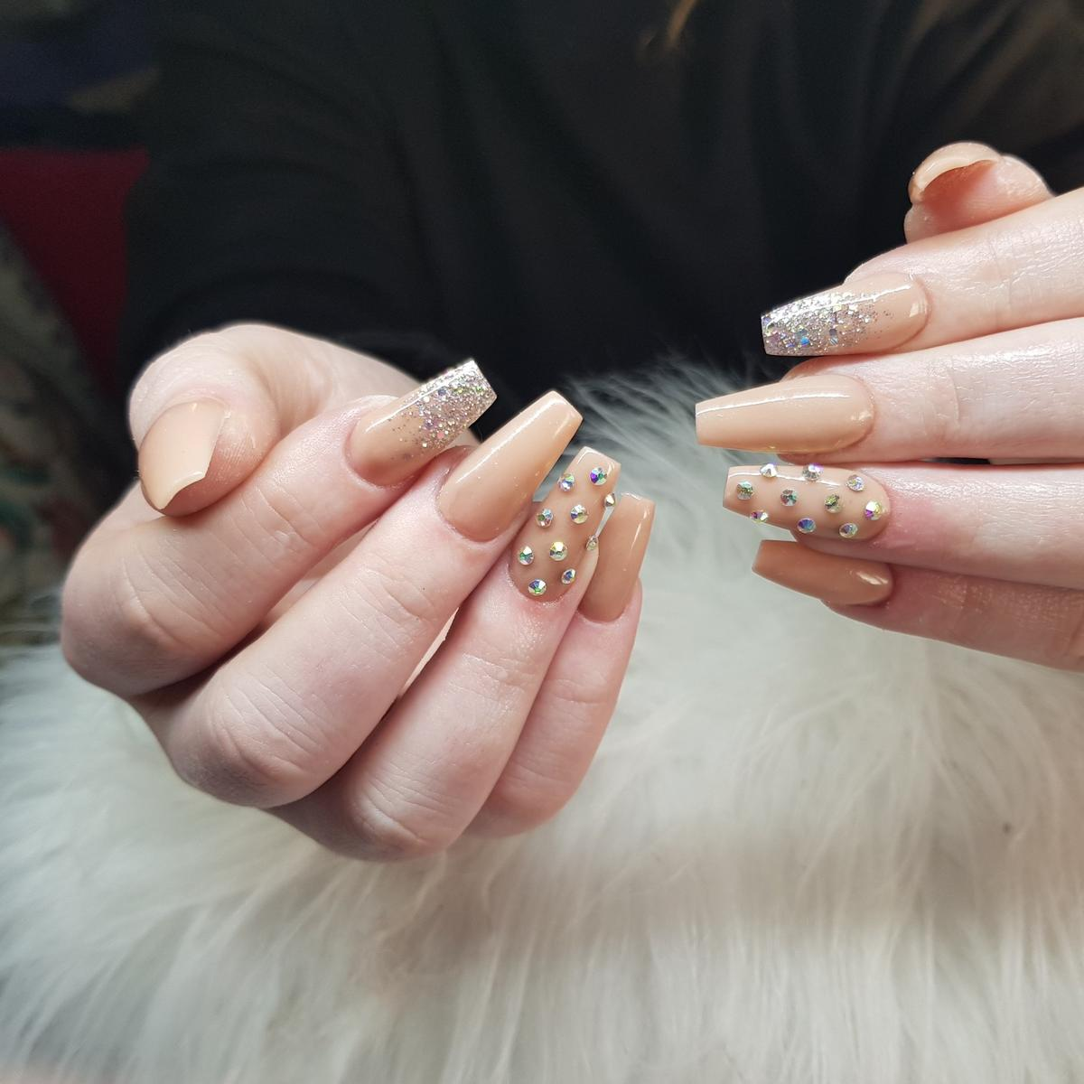 mobile nail tech up to 3o mins drive from cv9 3rg ..atherstone ... acrylics start from £25 plus £5 travel no offers please ...if I don't reply please use the links below as I don't know why I'm getting restricted 👇 insta loulabellesnailsandbeauty Facebook Vicki Middleton (Persian cat picture) mobile 07447184186 ....thanks !!
