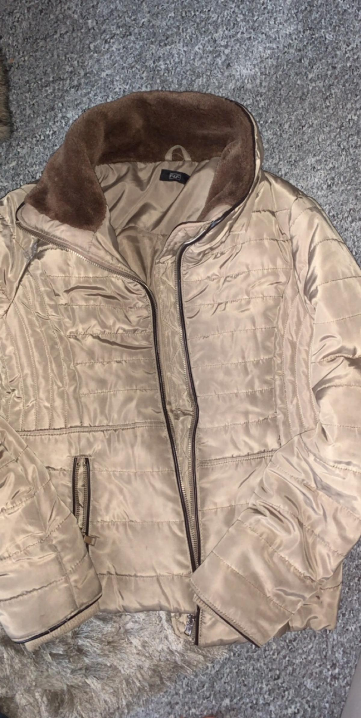 Woman's brown fitted coat