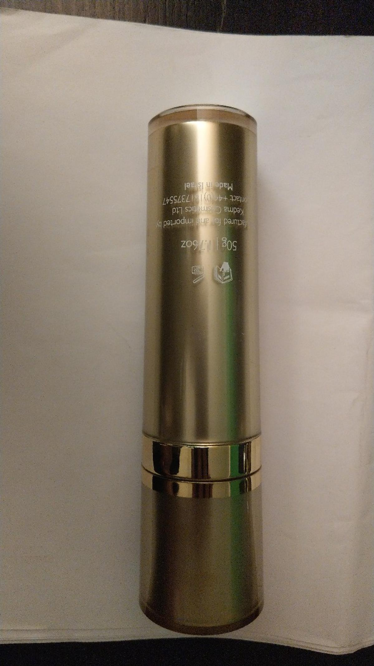 An easily absorbed marine serum formulated to enhance the performance of your skin care age-defying treatment using Kedma products. The Booster is enriched with Marine Collagen, mineral complex from Dead Sea Water, Seaweed and Pearl Powder extract to support skin tone and elasticity and optimally retain its moisture level. Includes active moisturizers to reduce TEWL (Trans Epidermal Water Loss).