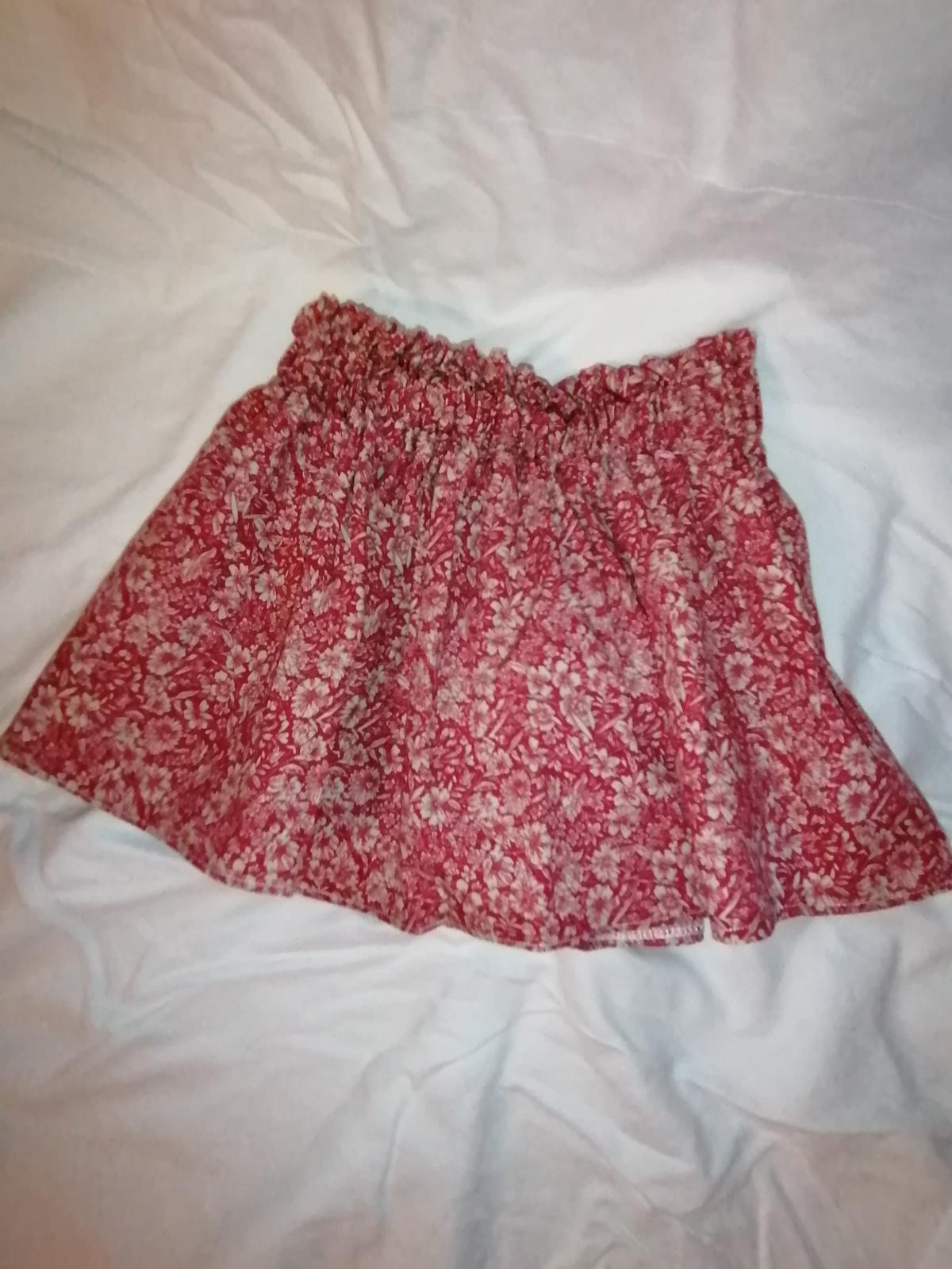 gorgeous little skirt.