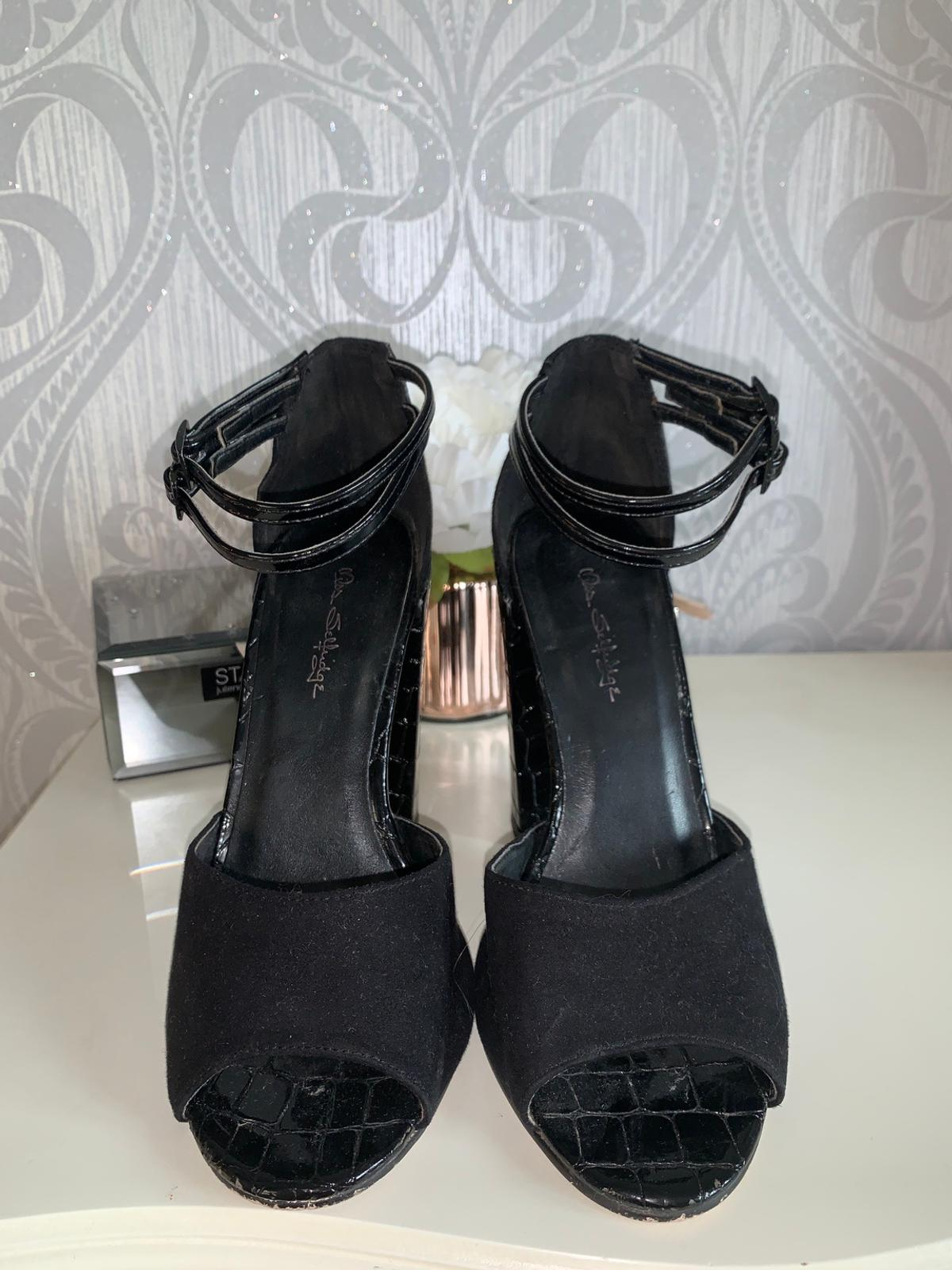 Black chunky open toe high-heel- Size 5. Featuring a suede back, with snake print on the heel and two ankle adjustable straps. In good condition.