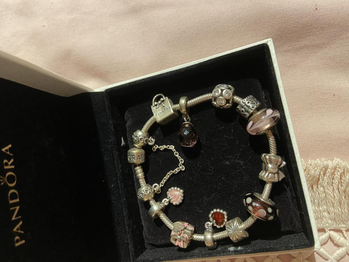 Beautiful pandora bracelet, safety chain 2 separators and 9 charms all original