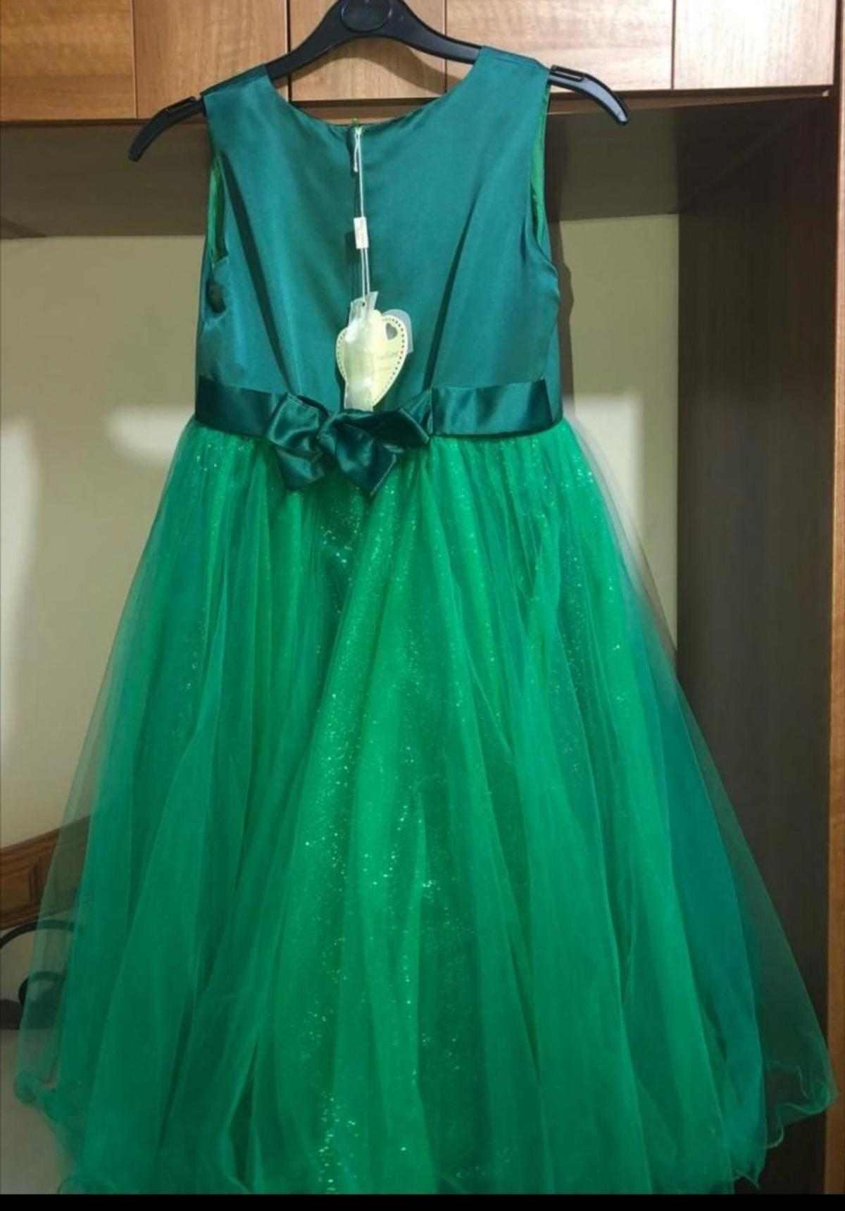 Brand new in excellent condition, has not been worn at all and comes with the original pack. Cant fit upto age 7/8 perfect for special occasions especially birthdays and parties colour bottle green collection LE5