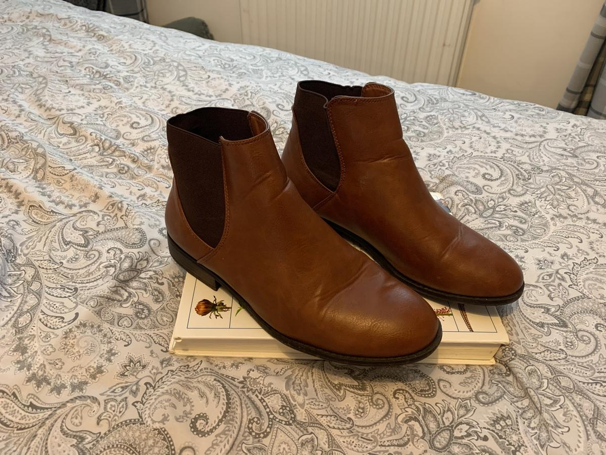 Size 6 Brown leather Good condition